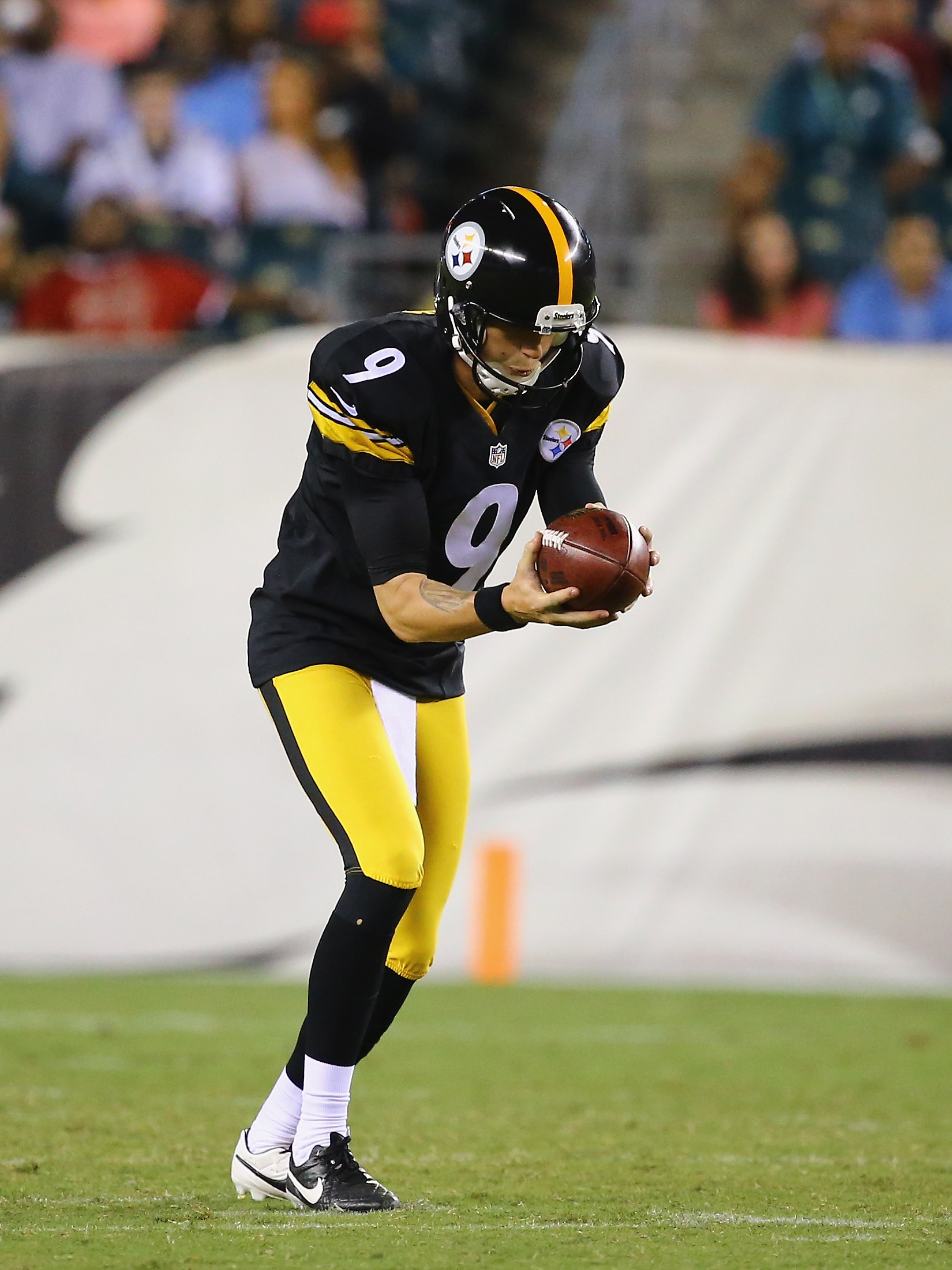 Since there apparently isn't a professional photo of Jordan Berry in existence, here is one of Brad Wing.