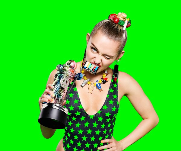 """<a href=""""http://www.nytimes.com/2015/08/28/arts/music/miley-cyrus-2015-mtv-vmas.html"""">The New York Times</a>"""