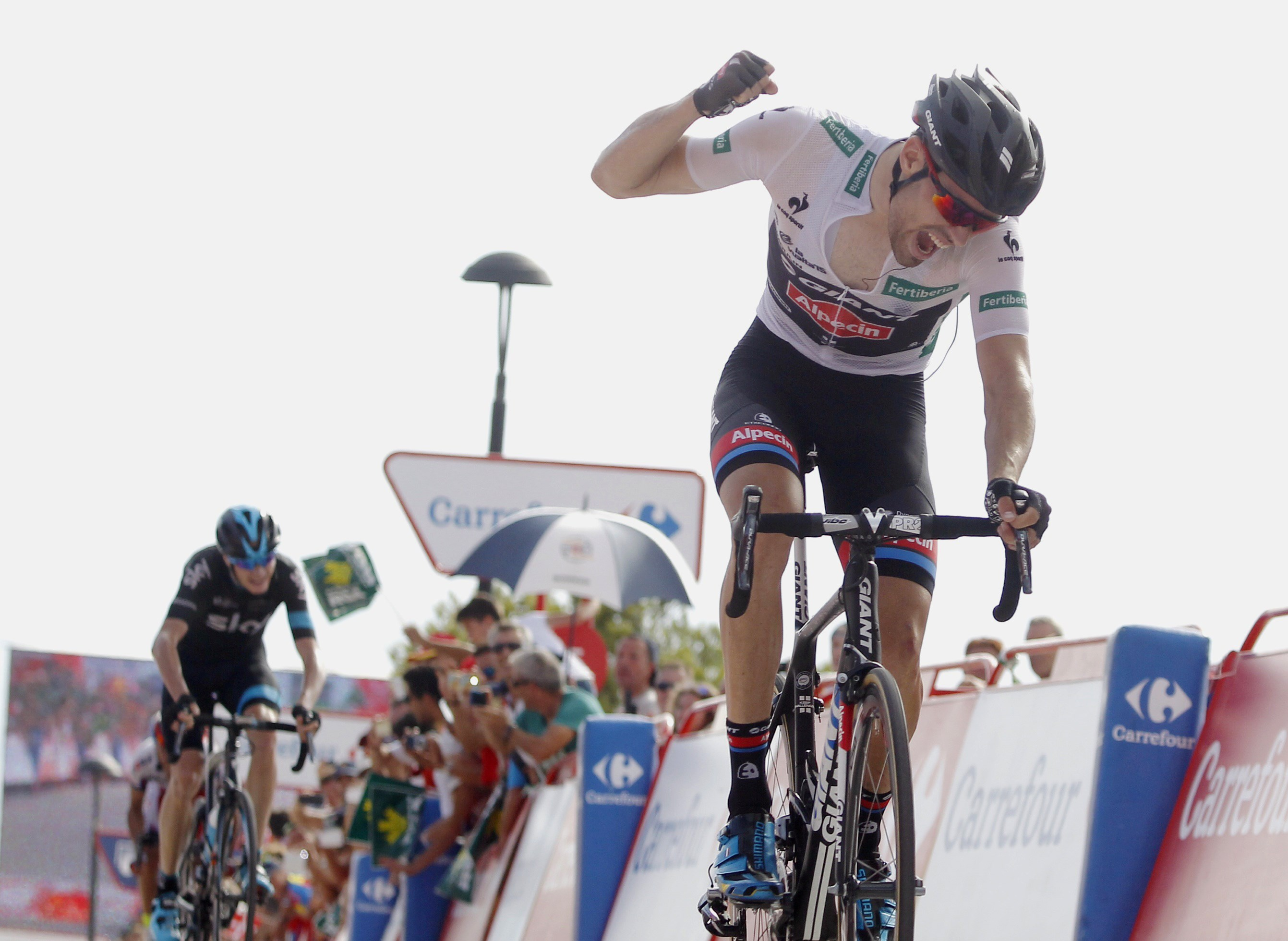 Dumoulin punches the air after winning stage 9.