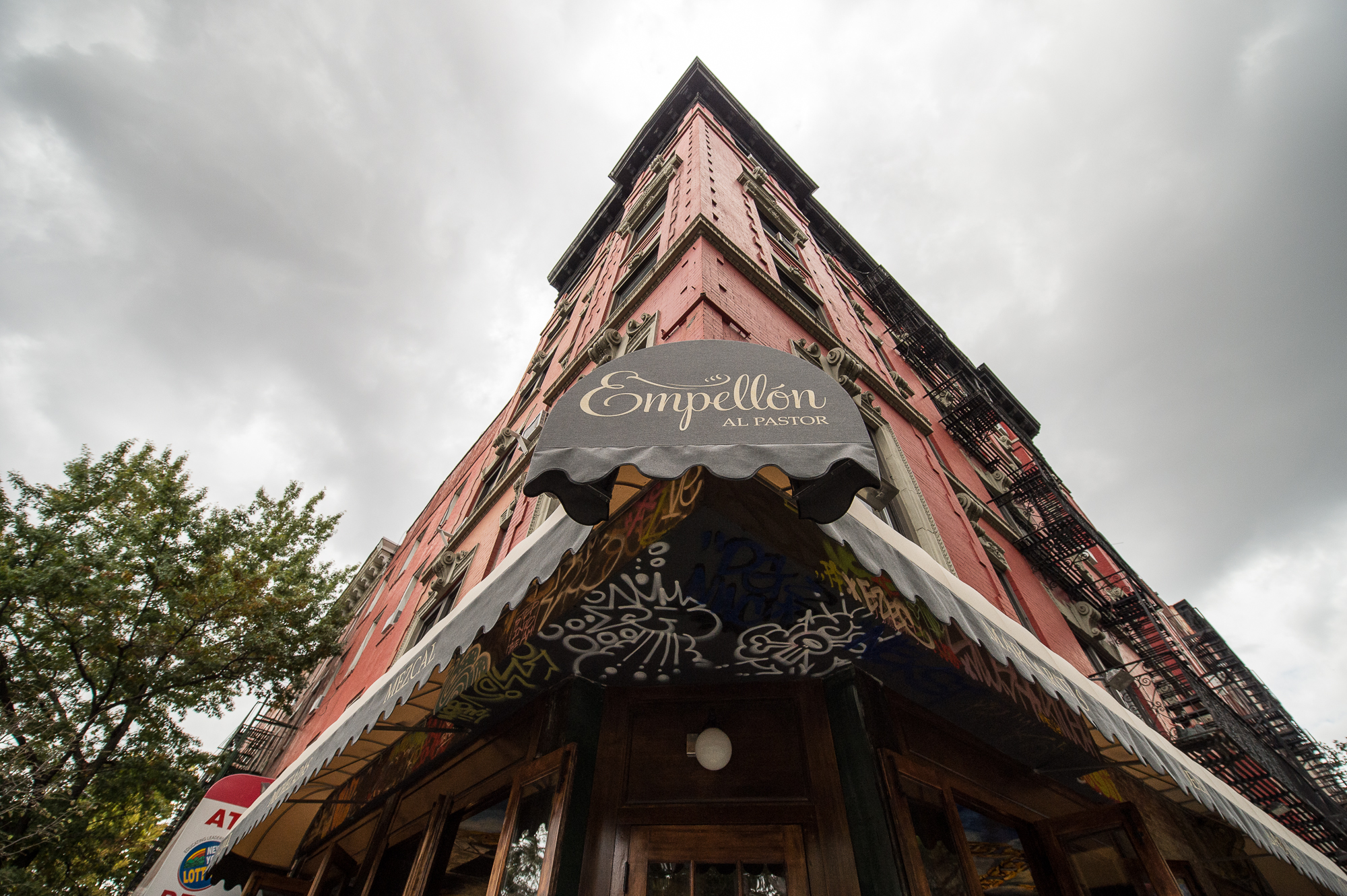 [Empellon Al Pastor, a fine place to grab lunch on this late summer day.]