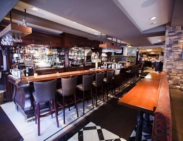 The bar inside of Pazzo Ristorante