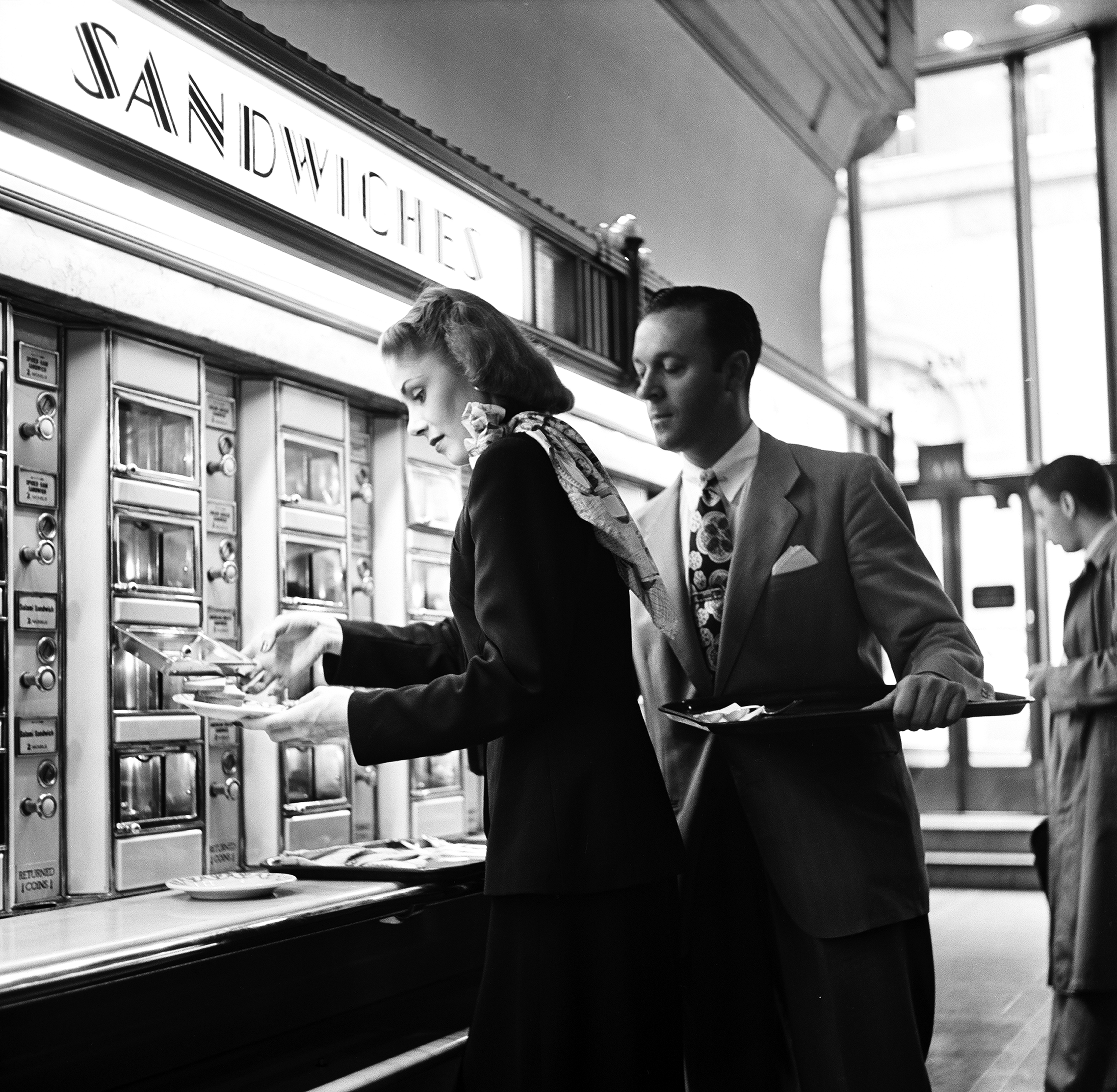 An automat at NYC's Grand Central Station, 1948.
