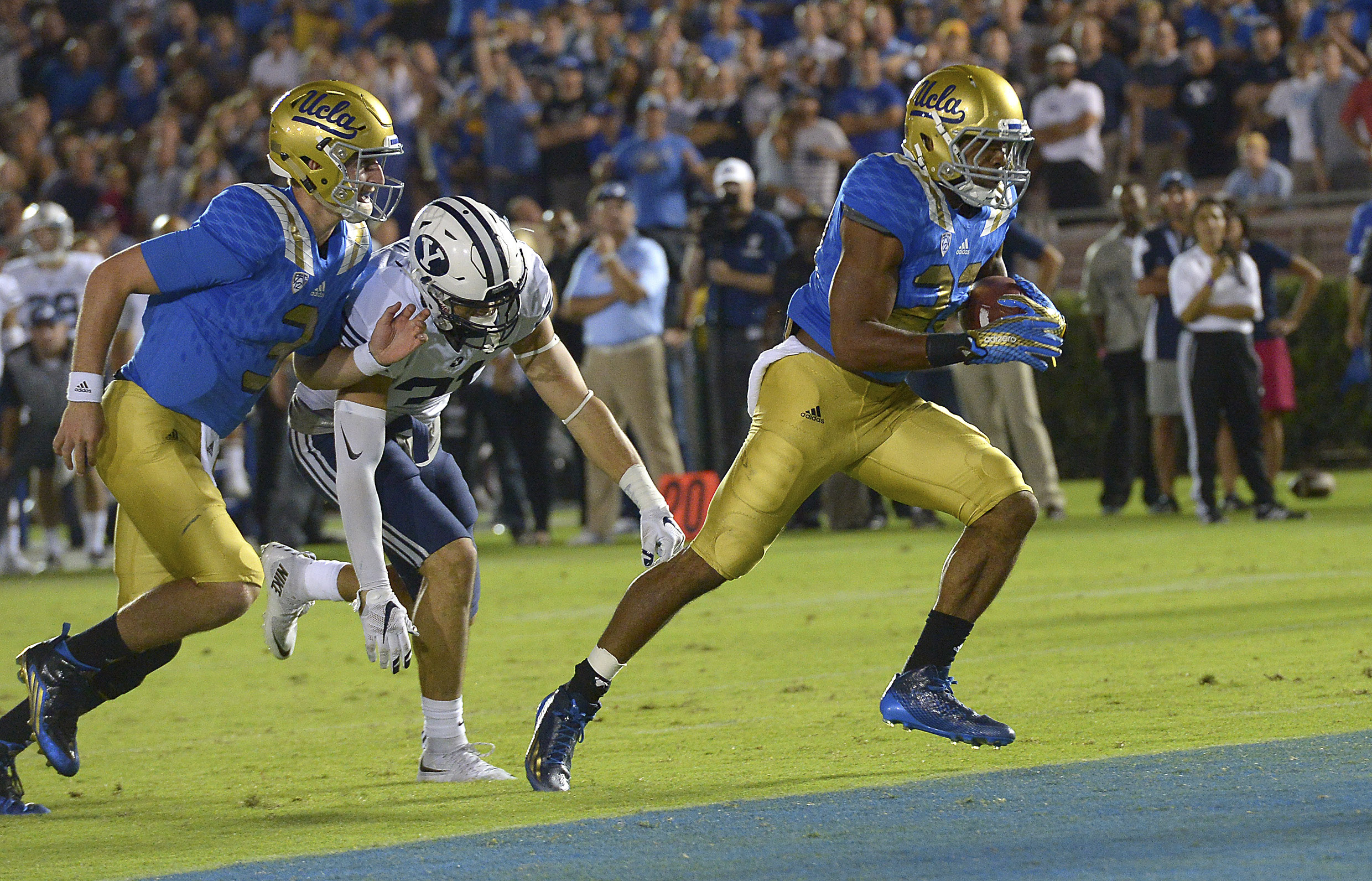 Nate Starks crosses the end zone for the go-ahead score against BYU.
