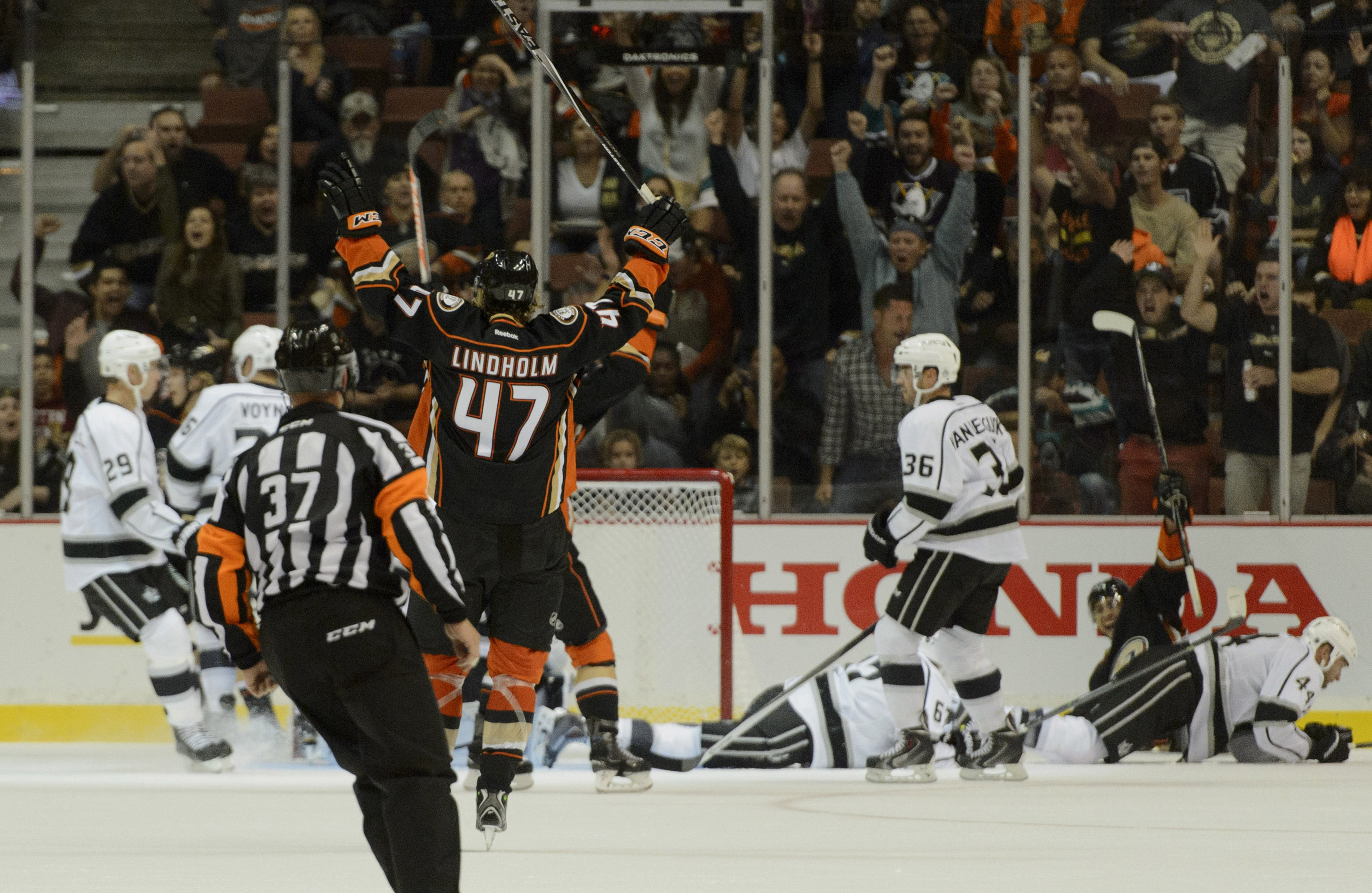 Hampus Lindholm celebrates a goal during the preseason meeting last year between the Ducks and Kings.