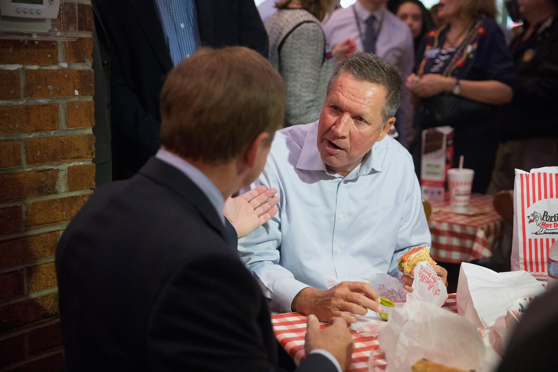 Republican presidential hopeful John Kasich eating at Portillo's.