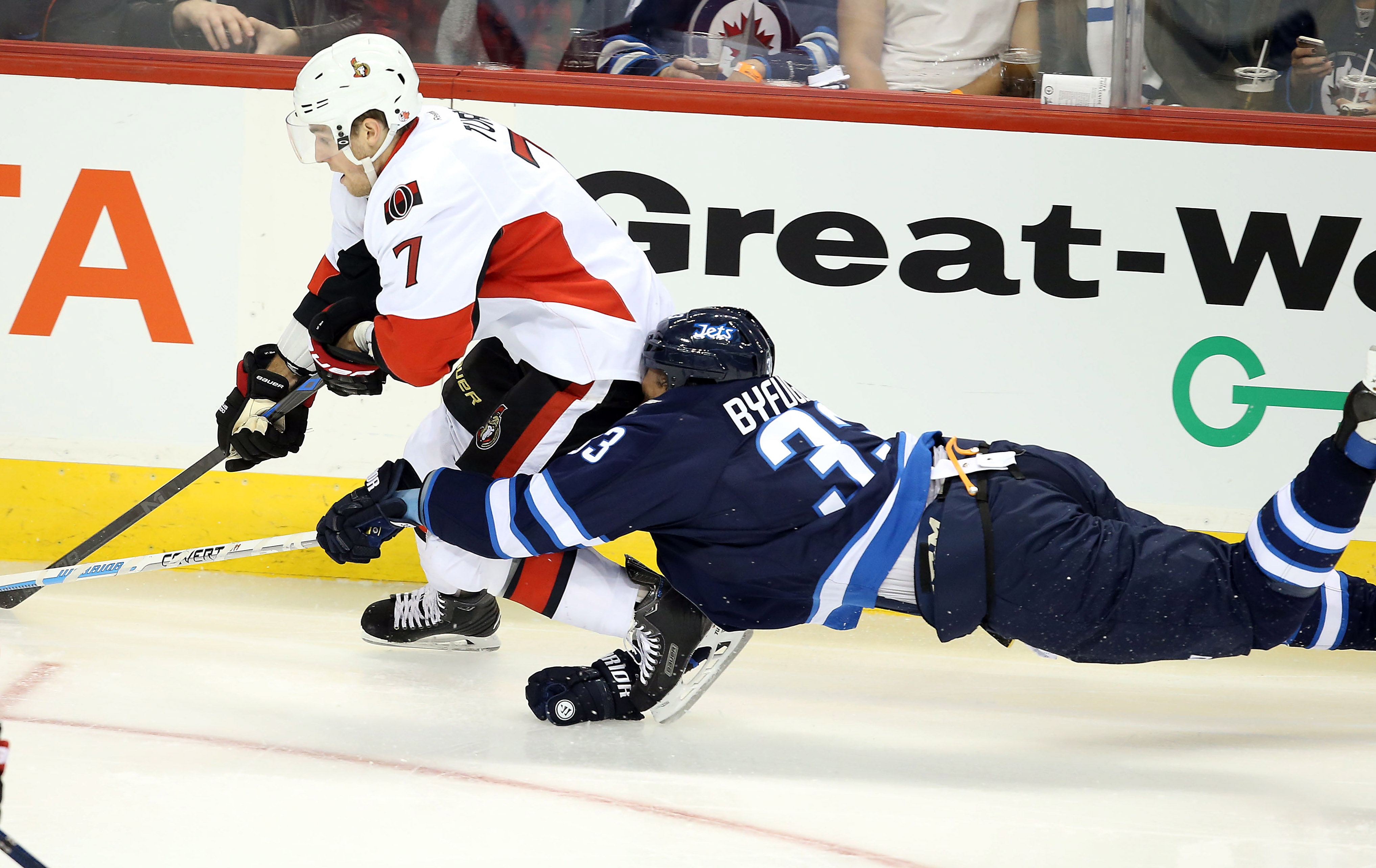 Byfuglien can't help but notice Turris' #BigBootyPoppin
