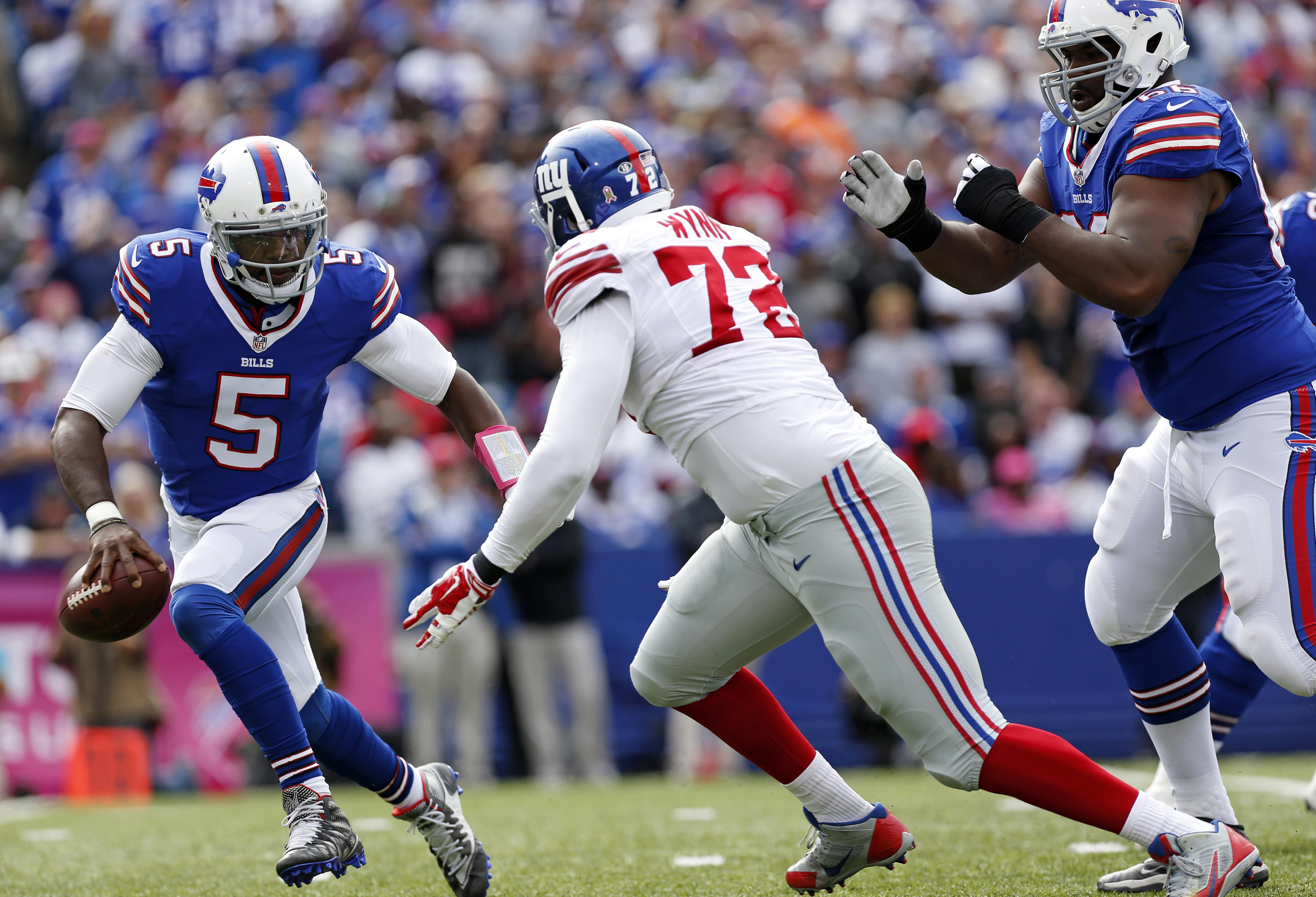 Kerry Wynn of the Giants chases Tyrod Taylor