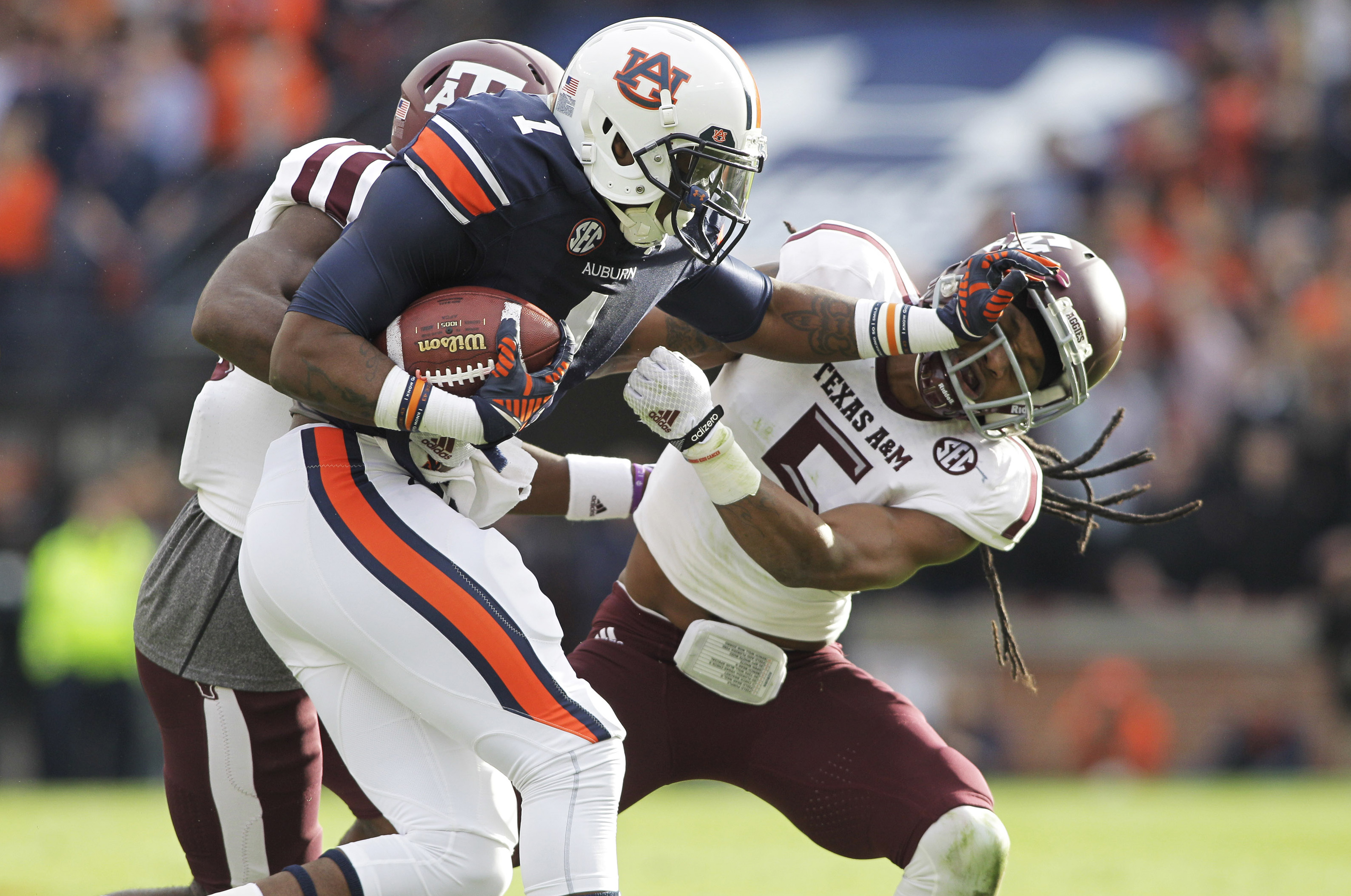 Dismissed Auburn WR's alleged punching spree includes punching a teammate