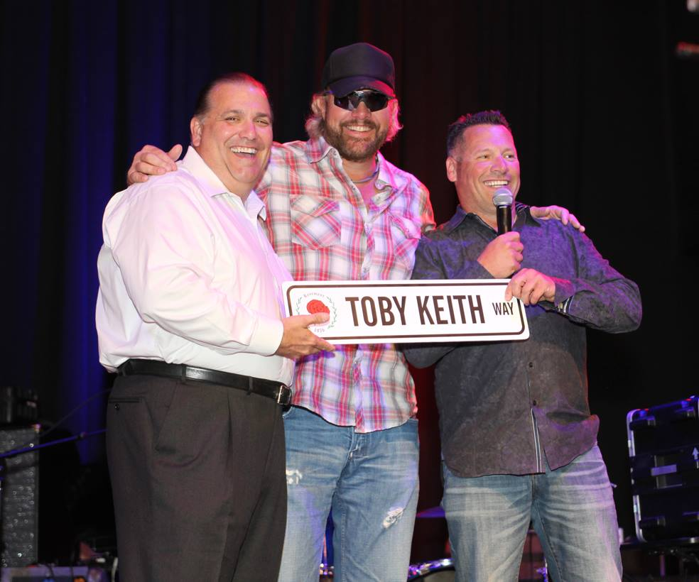Toby Keith visits Rosemont and Mayor Brad Stephens.