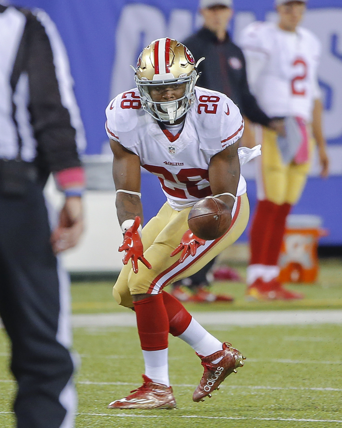 Running back Carlos Hyde catches a pass against the Giants
