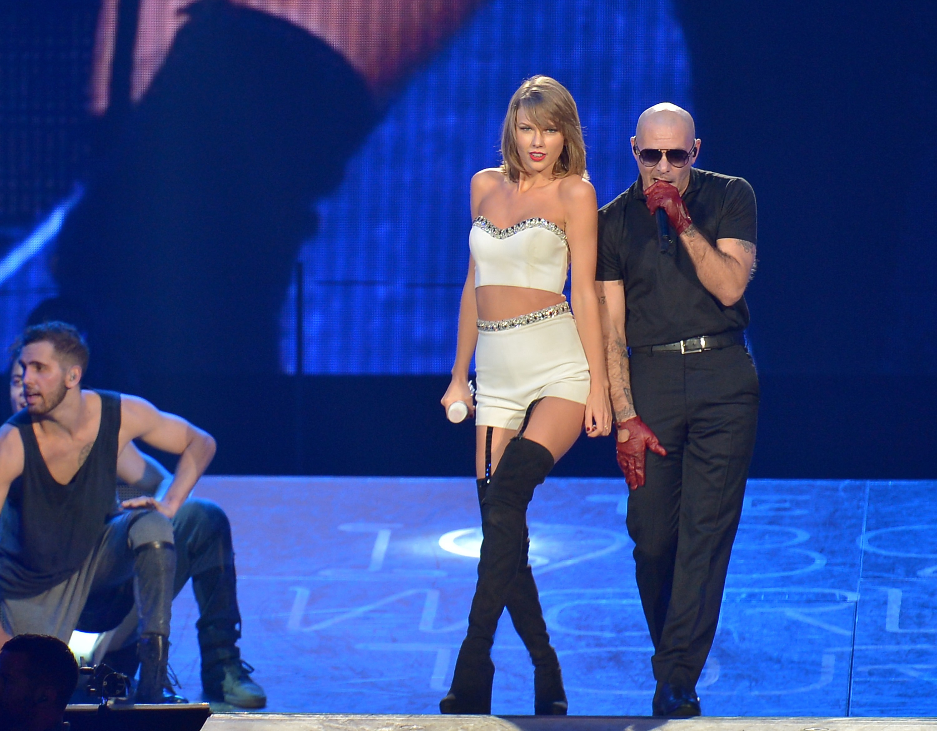 Taylor Swift Added Ricky Martin, Pitbull, and Dwyane Wade To Her 1989 Posse Last Night