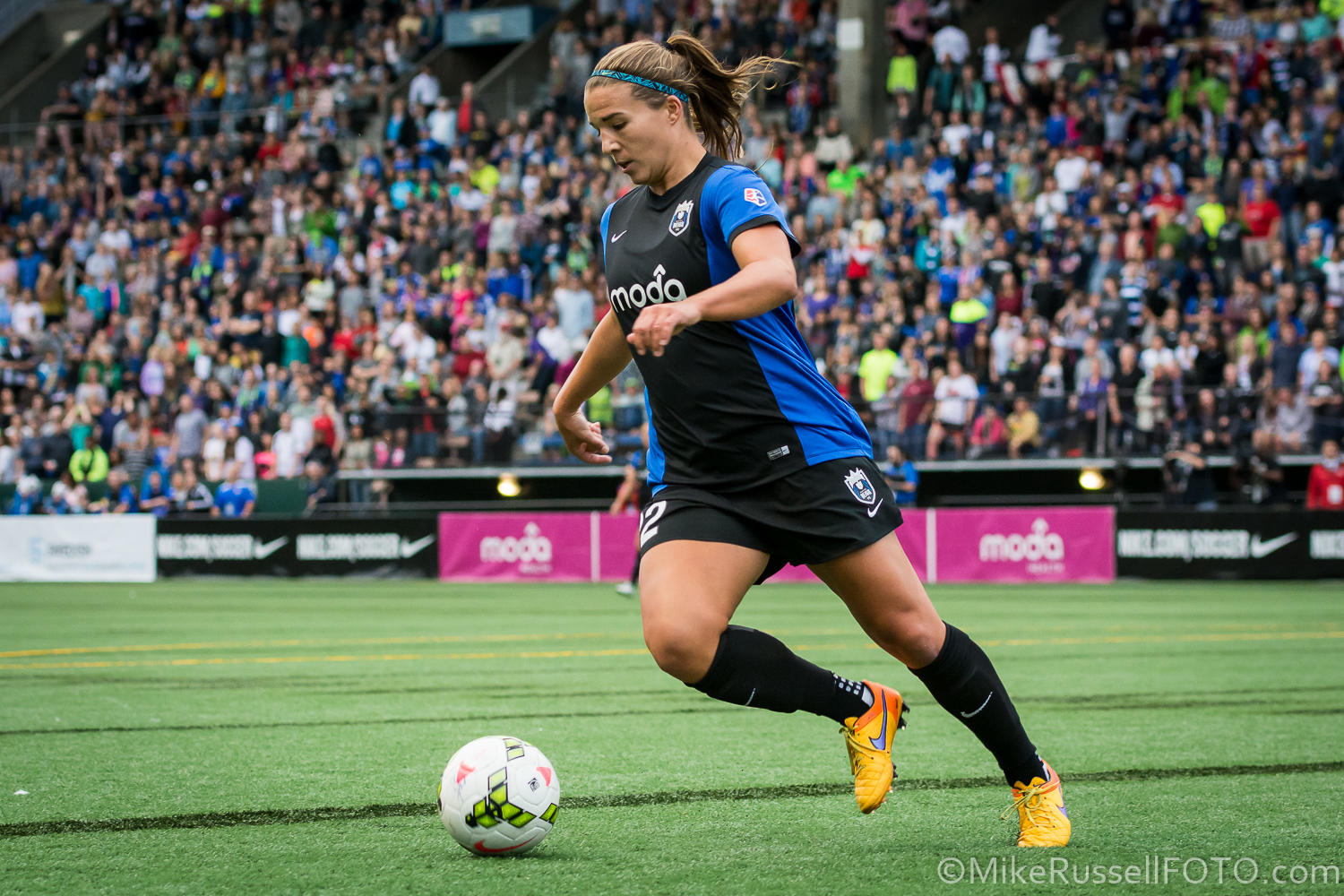 Amber Brooks, formerly of the Seattle Reign, joins the Houston Dash as Meghan Klingenberg was traded.