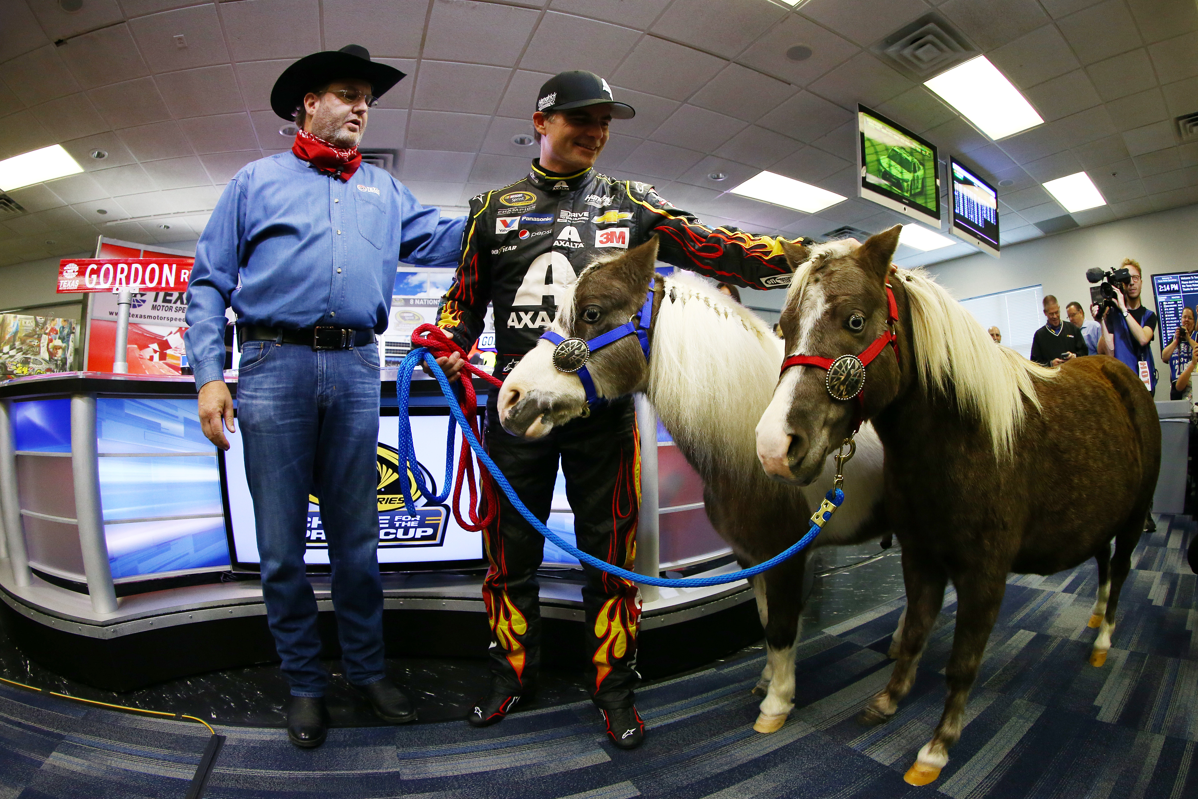 Jeff Gordon presented with a 'horsepower' boost by Texas NASCAR track