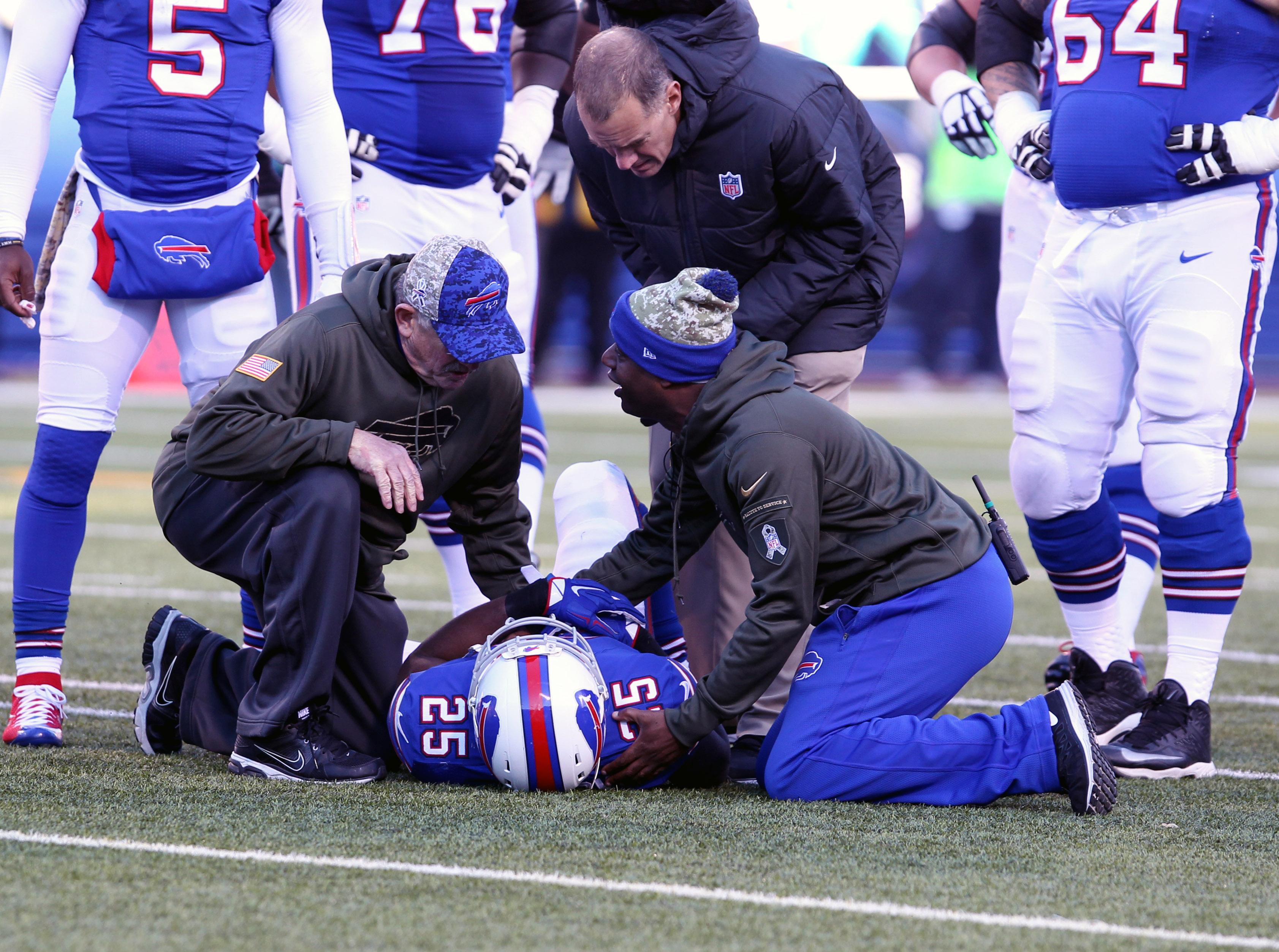 LeSean McCoy injures shoulder; Bills, fantasy owners wait and see