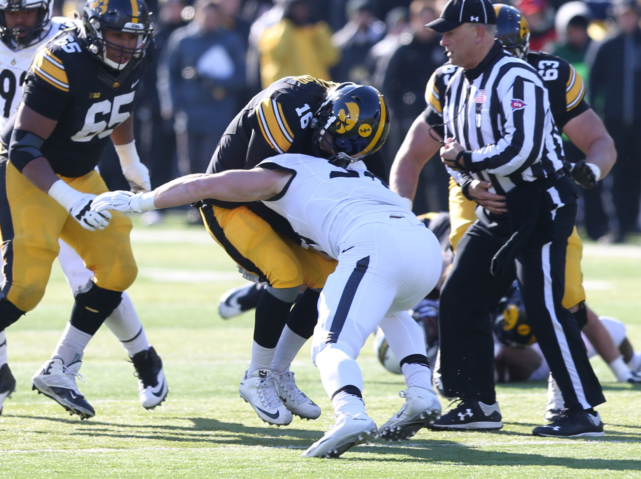 Beathard looks like he's in an awful lot of pain here.