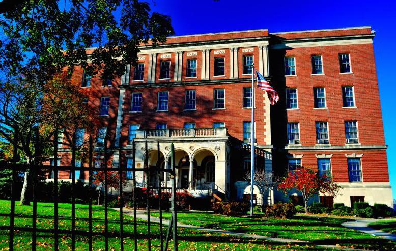 "Photos via <a href=""http://www.kristinascarcelli.com/through-the-gates-of-eloise-asylum/""> Kristina Scarcelli </a>and <a href=""http://www.loopnet.com/xNet/MainSite/Listing/Profile/Profile.aspx?LID=19494723&amp;SRID=6501565437&amp;StepID=101""> Loopne"
