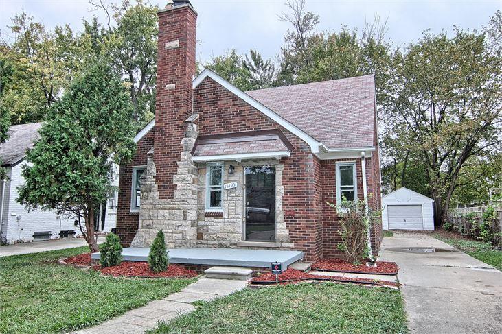 """Photo via <a href=""""http://auctions.buildingdetroit.org/RehabbedAndReady/Details/2226837""""> Detroit Land Bank</a>"""