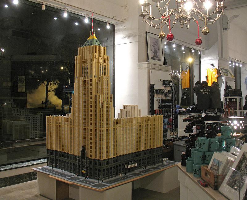 "Photos via <a href=""http://www.theflower.house""> Legoland</a>"