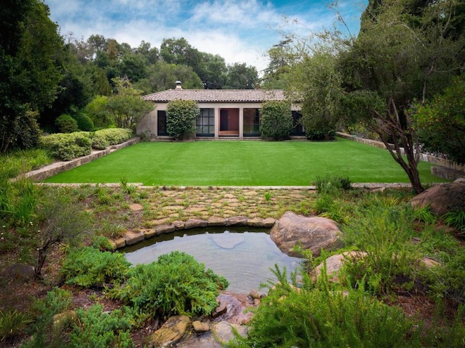 """Lockwood de Forest's Roman-style estate with a center courtyard in Santa Barbara, CA asks <a href=""""http://www.sothebyshomes.com/Santa-Barbara-Real-Estate/sales/0592972"""">$3.7M</a>—Photo via <a href=""""http://thespaces.com/2015/10/09/on-the-market-archi"""