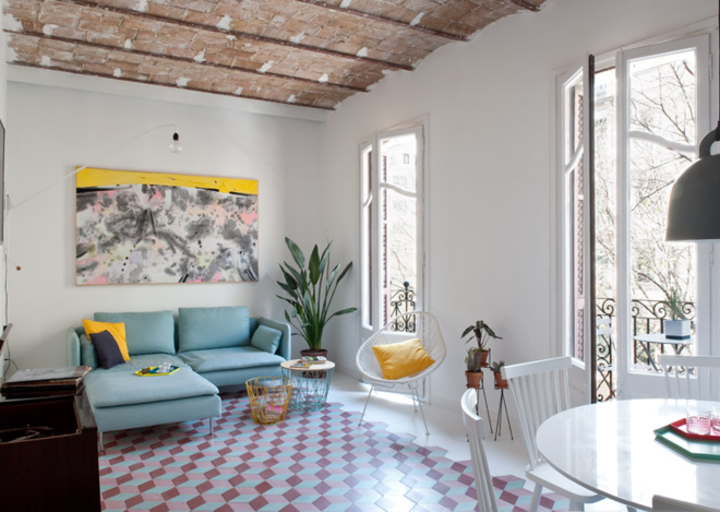 """All photos via <a href=""""http://www.dezeen.com/2015/08/02/renovated-barcelona-apartment-by-casa-features-vaulted-brick-ceilings-colourful-floor-tiles/"""">Dezeen</a> courtesy of <a href=""""https://www.facebook.com/ColomboAndSerboliArchitecture"""">CaSA</a>."""