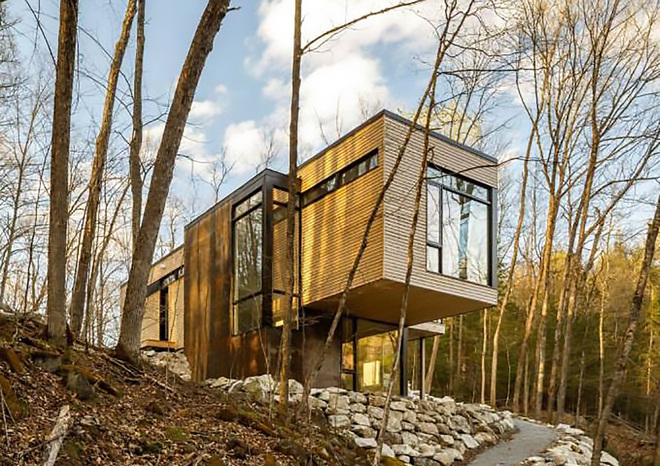 """All photos courtesy of <a href=""""http://www.csarchitect.com/"""">Christopher Simmonds Architect</a> via <a href=""""http://inhabitat.com/cantilevered-timber-clad-retreat-overlooks-lakeside-views-in-canada/"""">Inhabitat</a>."""