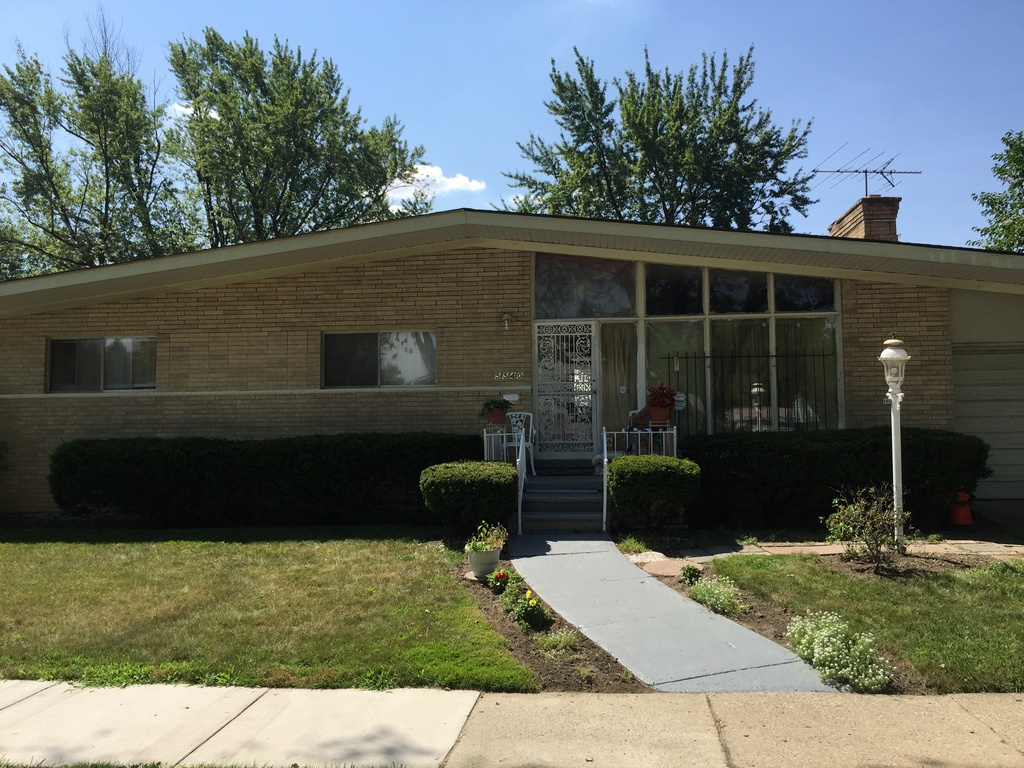 """Photo via <a href=""""http://www.zillow.com/homes/for_sale/Detroit-MI/88566209_zpid/17762_rid/42.509312,-82.74662,42.195206,-83.451118_rect/10_zm/"""">Zillow</a><br>"""