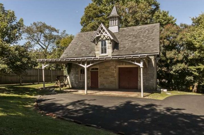 Carriage houses curbed philly for Historic carriage house plans