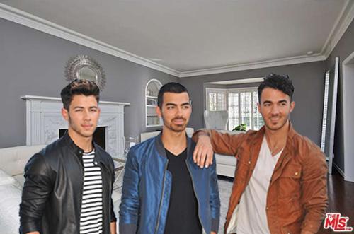 "Jonas Brothers via <a href=""http://www.shutterstock.com/gallery-1092671p1.html"">Jaguar PS</a> / Shutterstock"