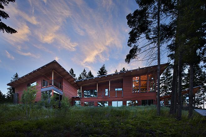 "All photos courtesy of <a href=""http://johnstonarchitects.com/projects/single-family/base-camp/"">Johnston Architects</a> via <a href=""http://www.designboom.com/architecture/johnston-architects-basecamp-05-08-2015/"">Designboom</a>"