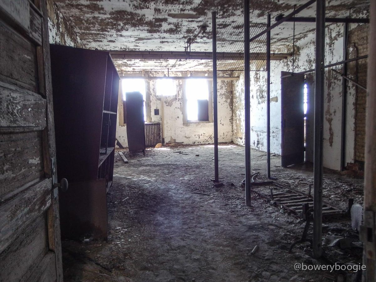 """[All photos via Bowery Boogie. Their <a href=""""http://www.boweryboogie.com/2015/04/exhuming-ghosts-within-ellis-island-hospital-compound-photos/"""">two</a> <a href=""""http://www.boweryboogie.com/2015/04/touring-the-creepy-abandoned-hospital-complex-on-el"""