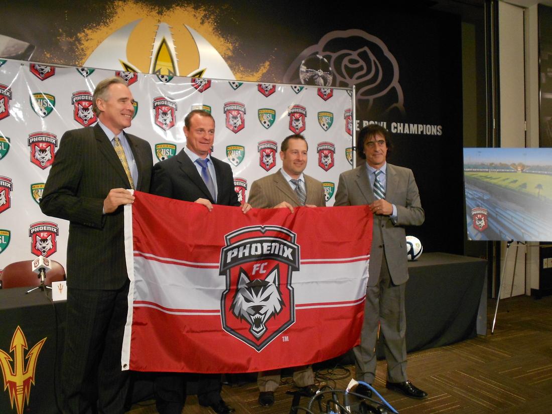 ASU's Steve Patterson with Phoenix FC coach David Robertson, president Tim Thomas and GM Rui Bento (L-R)