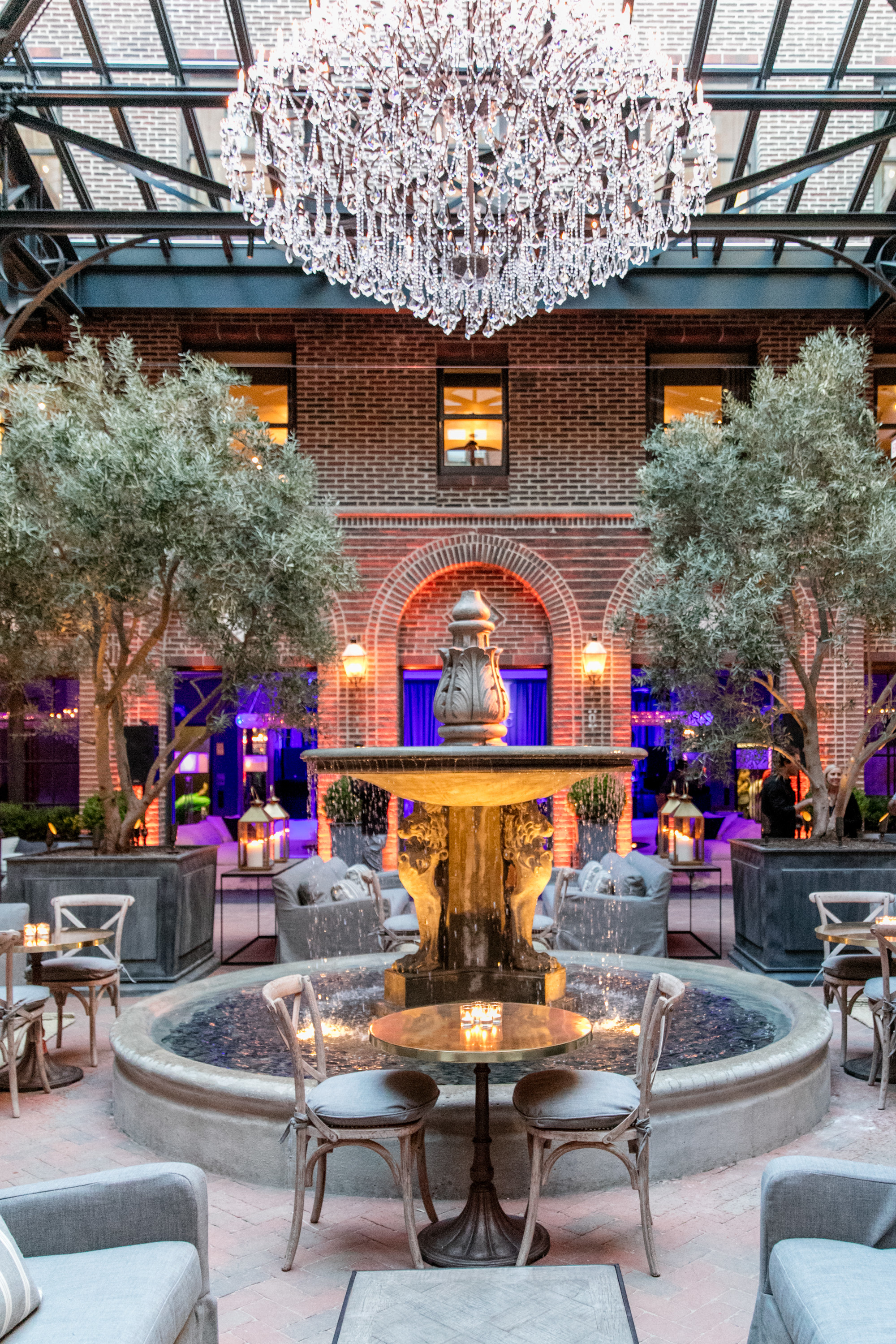 What headlines could Brendan Sodikoff create in 2016 after opening a cafe in a Restoration Hardware in 2015?