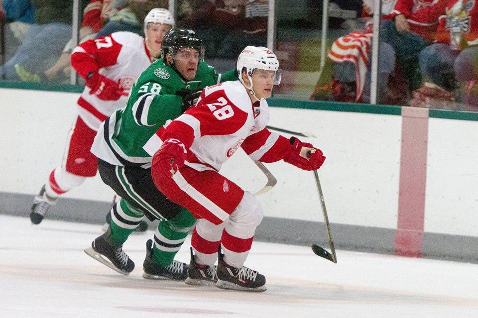 Vili Saarijarvi (Right) in the 2015 NHL Prospect Tournament