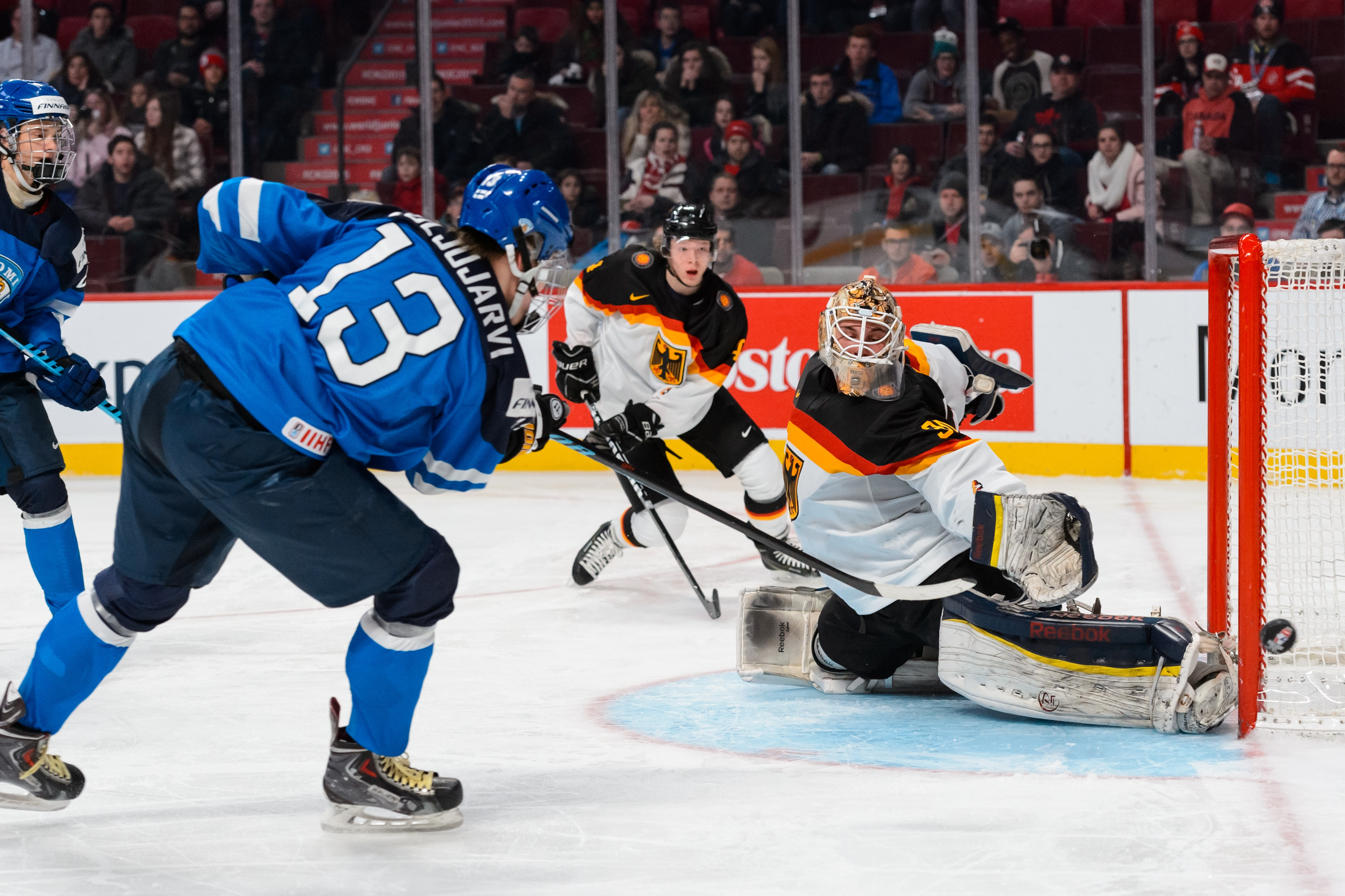 Jesse Puljijarvi playing against Germany in the 2015 WJC.
