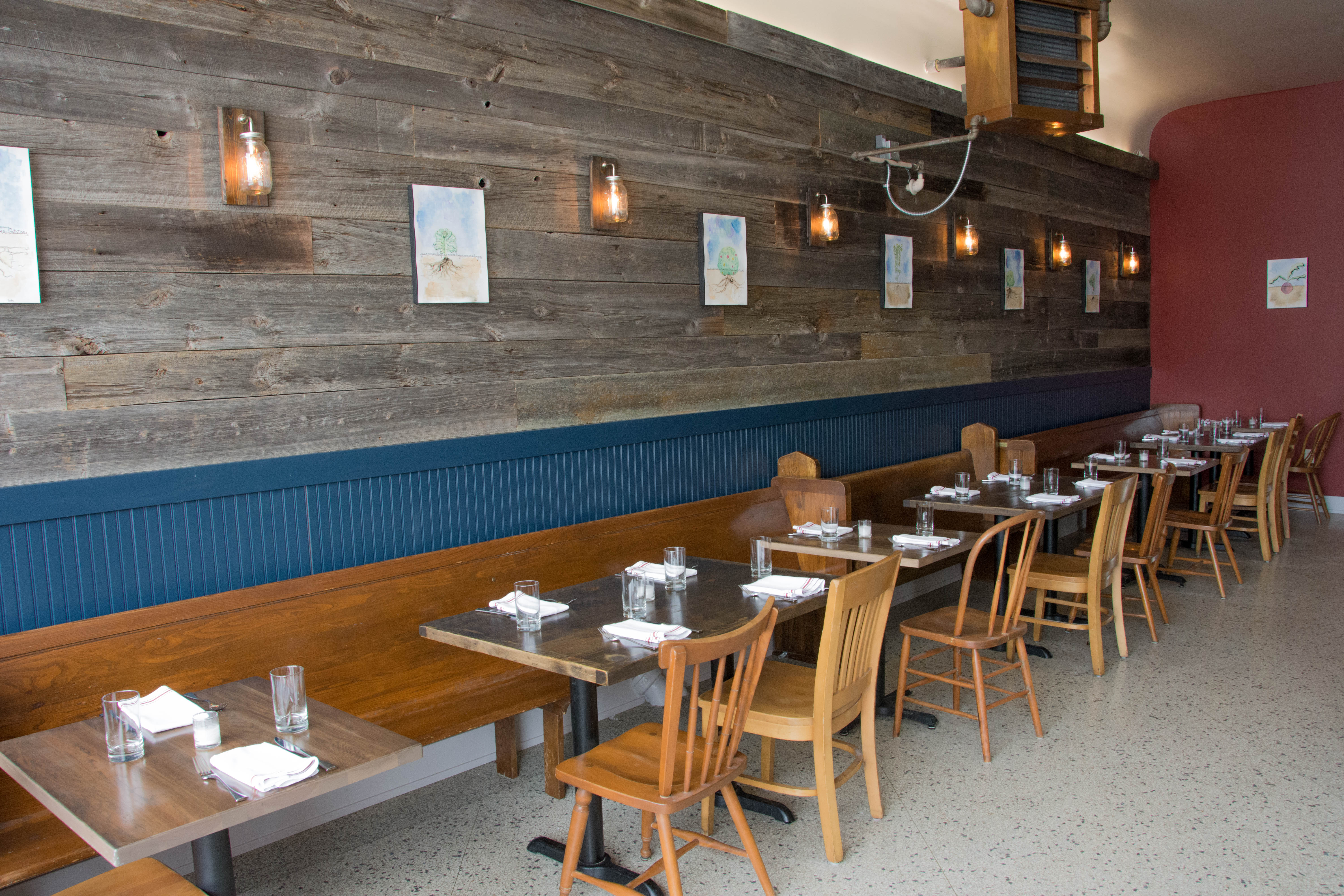 Reclaimed wood, mismatched chairs and a cozy aesthetic make up St. Paul's Heirloom