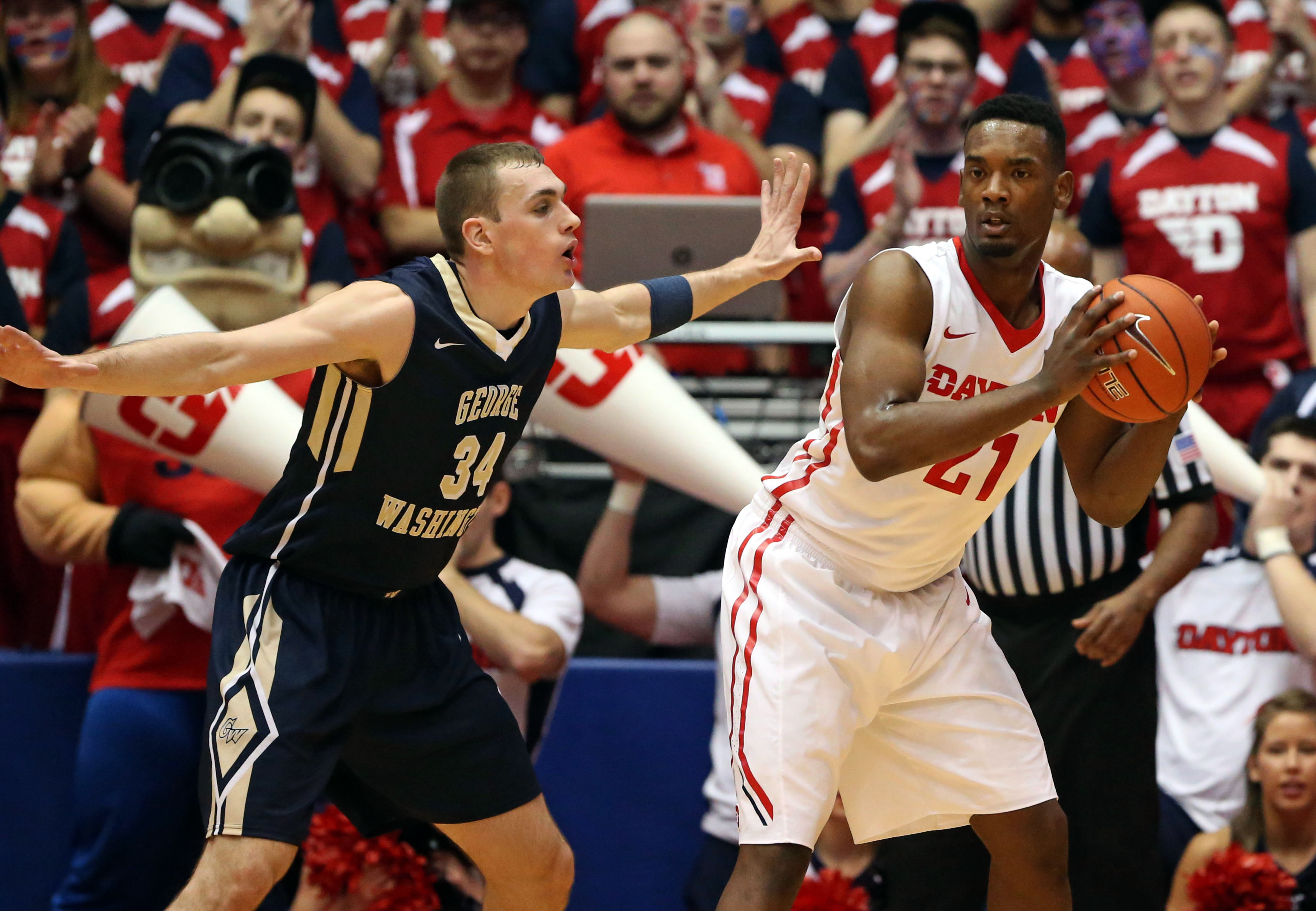 Dyshawn Pierre drops 26 points in Dayton's win over George Washington