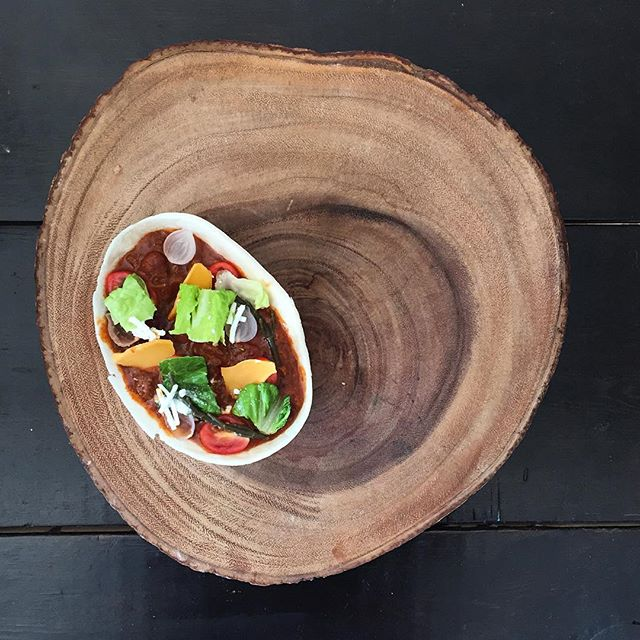 """""""""""DYNAMITE HOT* STAGG CHILI IN AN OLD EL PASO TORTILLA BOWL, VELVEETA SLICE BITS, ROMAINE PLANTS, TINY ONIONS, CHIHUAHUA BITS AND SEA BEANS!!!!! PLATED ON A LARGE CROSS SECTION OF WOOD I BOUGHT AT BARNES AND NOBLE FOR HEIGHTENED AESTHETIC IMPACTS!!!"""""""