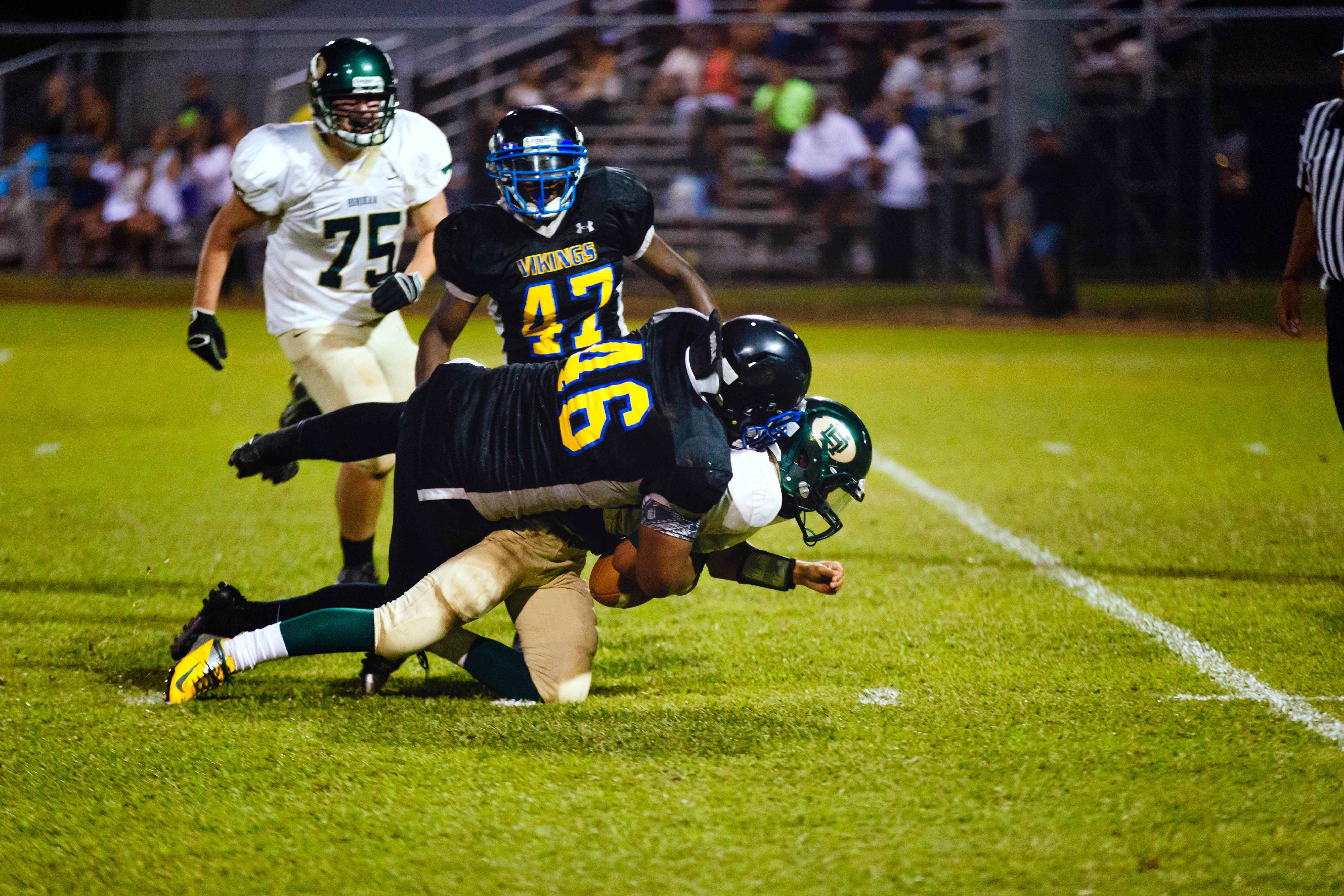 """Tanikeni """"Isi"""" Holani (#46, DL), overpowers Honokaa's offense in a lopsided victory for Hilo."""