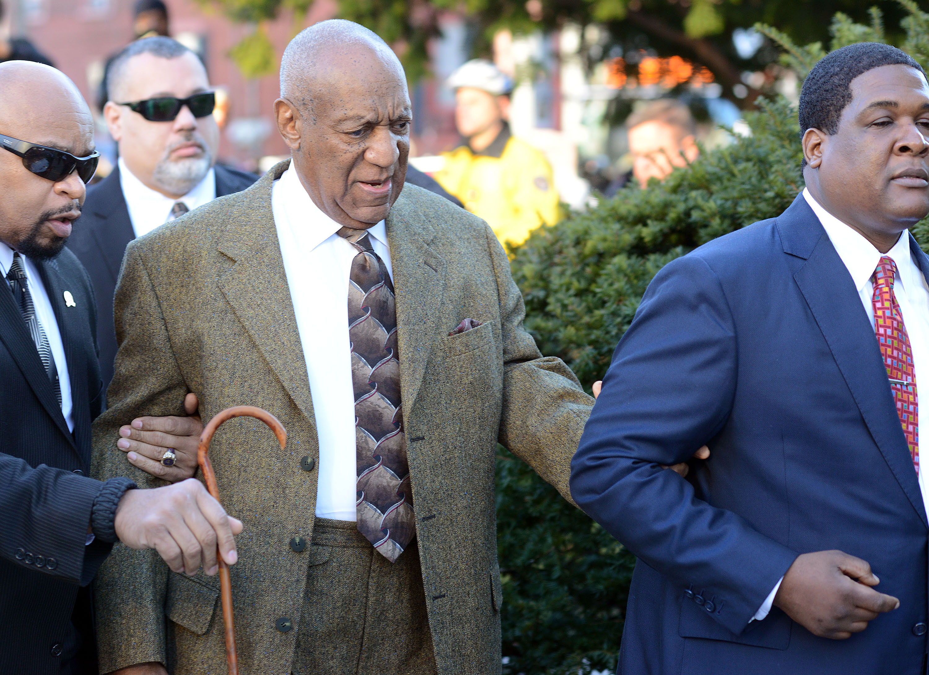 Comedian Bill Cosby (center) arrives for a preliminary hearing for sexual assault charges February 2, 2016, at the Montgomery County Courthouse at the Montgomery County Courthouse in Norristown, Pennsylvania
