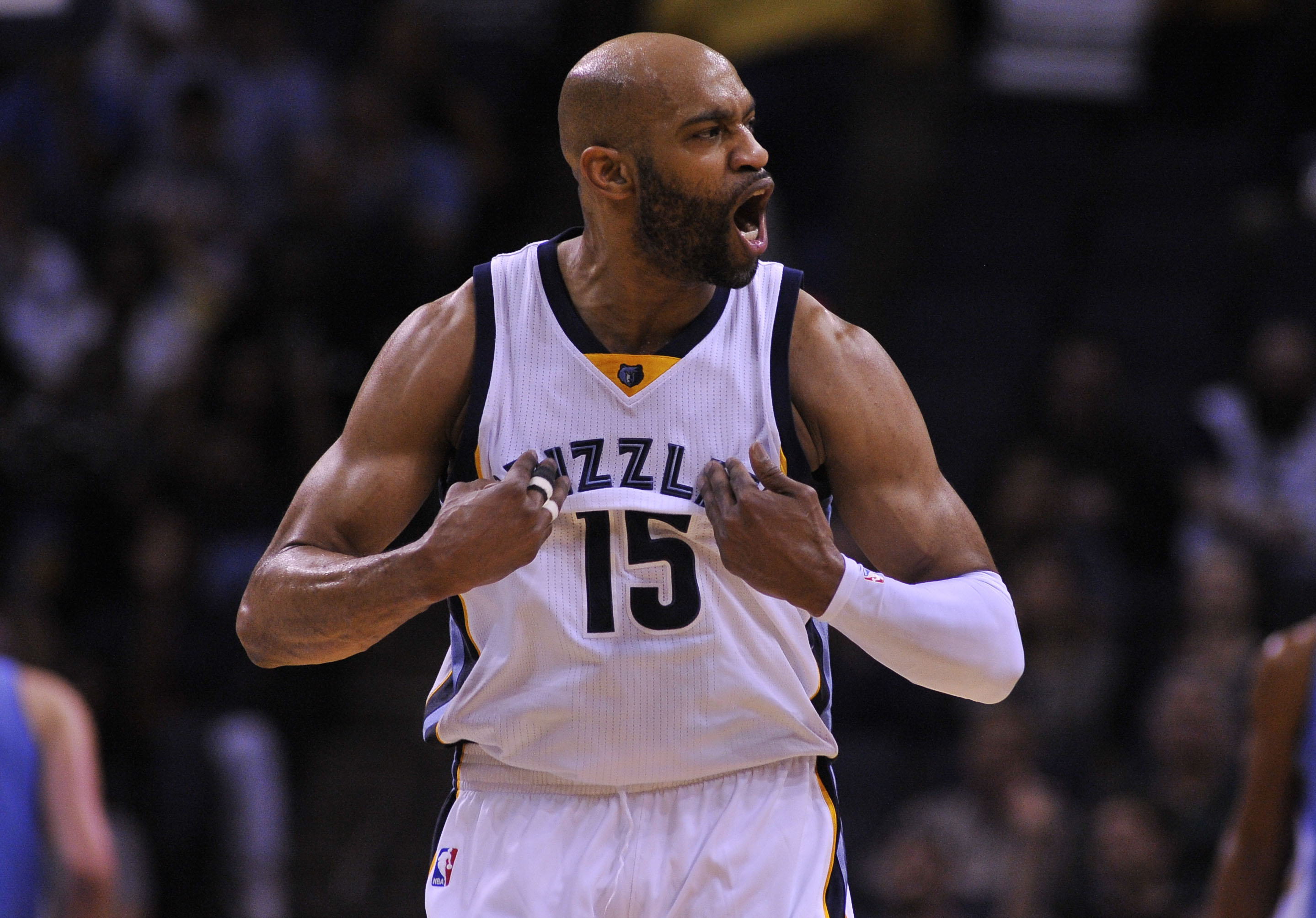 Can a flexing Vince Carter convince Memphis to believe?