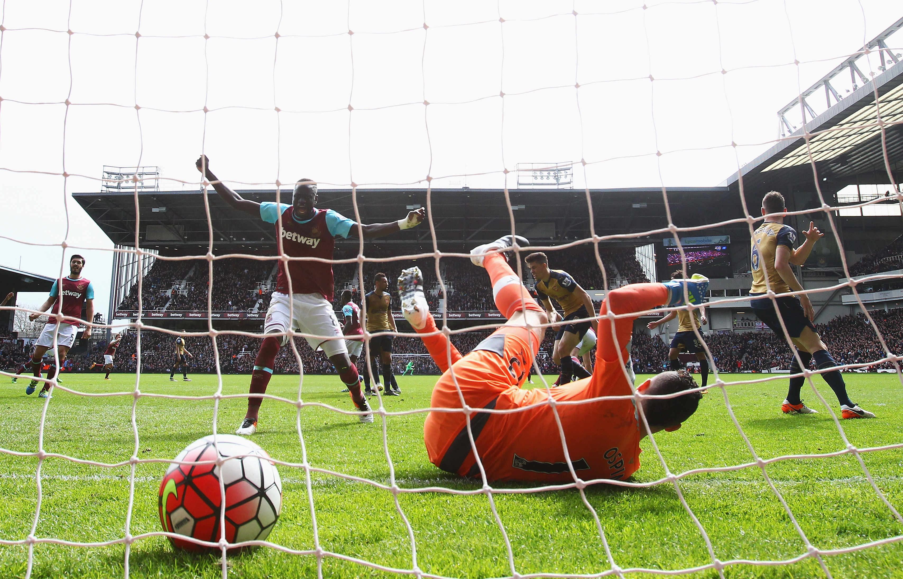 One of the uglier moments of the match: Ospina's superfluous tumble after Andy Carroll goal #2.