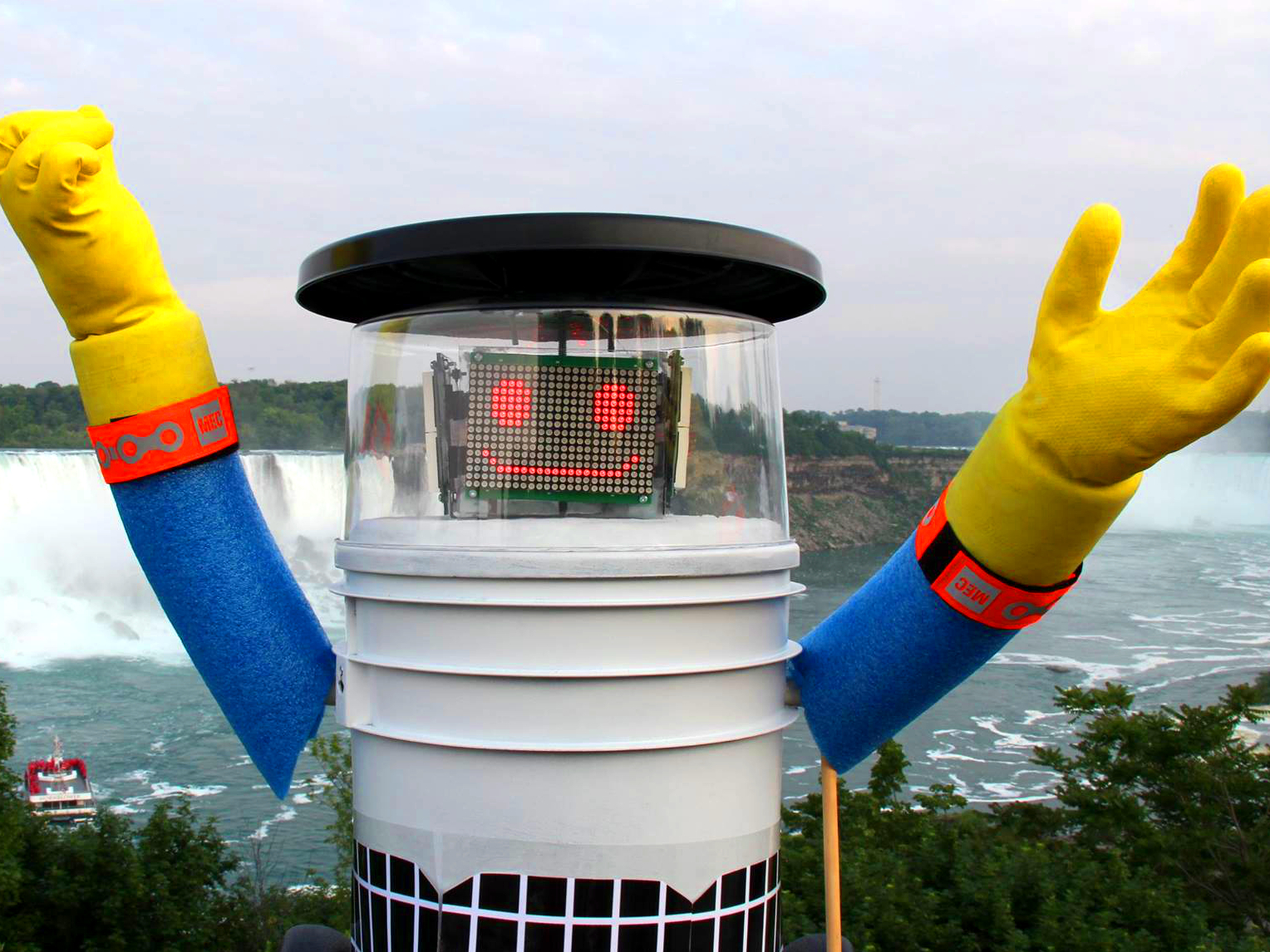 HitchBOT Gets Mugged in 'City of Brotherly Love' En Route to San Francisco