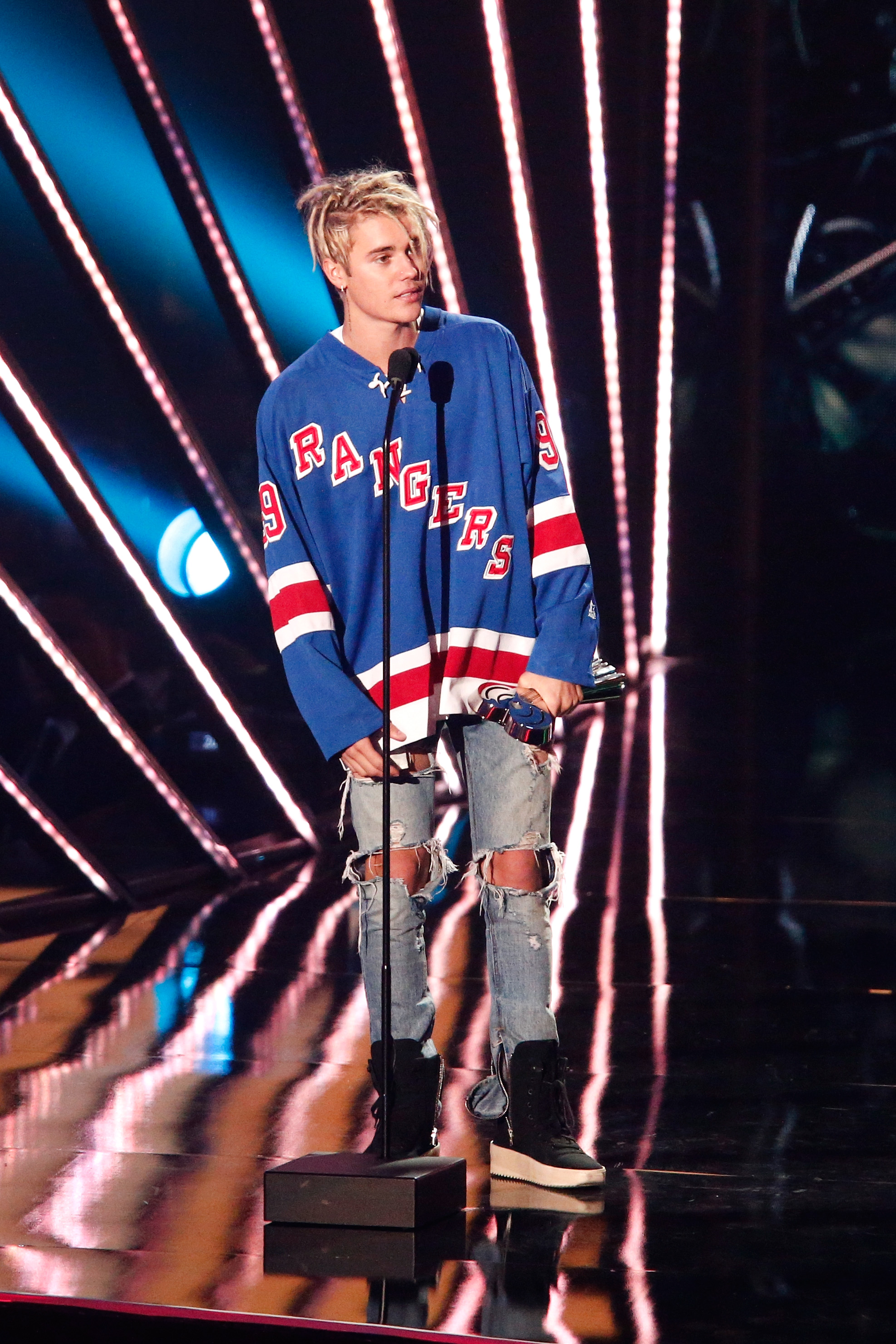 Justin Bieber dons a hockey sweater at a recent awards show
