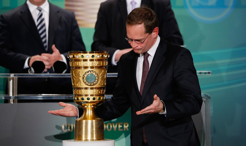 Cup Handover DFB-Pokal 2016