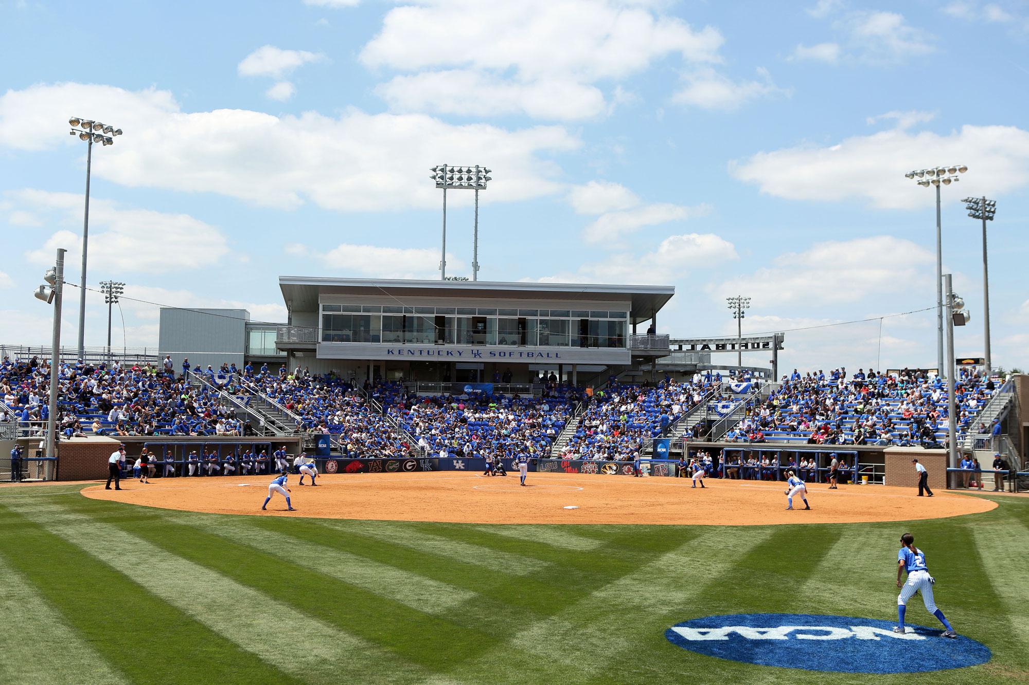 Kentucky Wildcats Softball - A Sea Of Blue