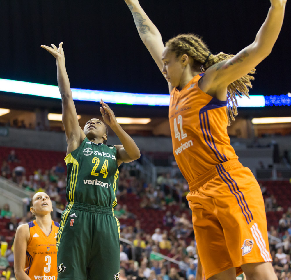 """Jewell Loyd takes it right past 6'8"""" Brittney Griner as Diana Taurasi looks on"""