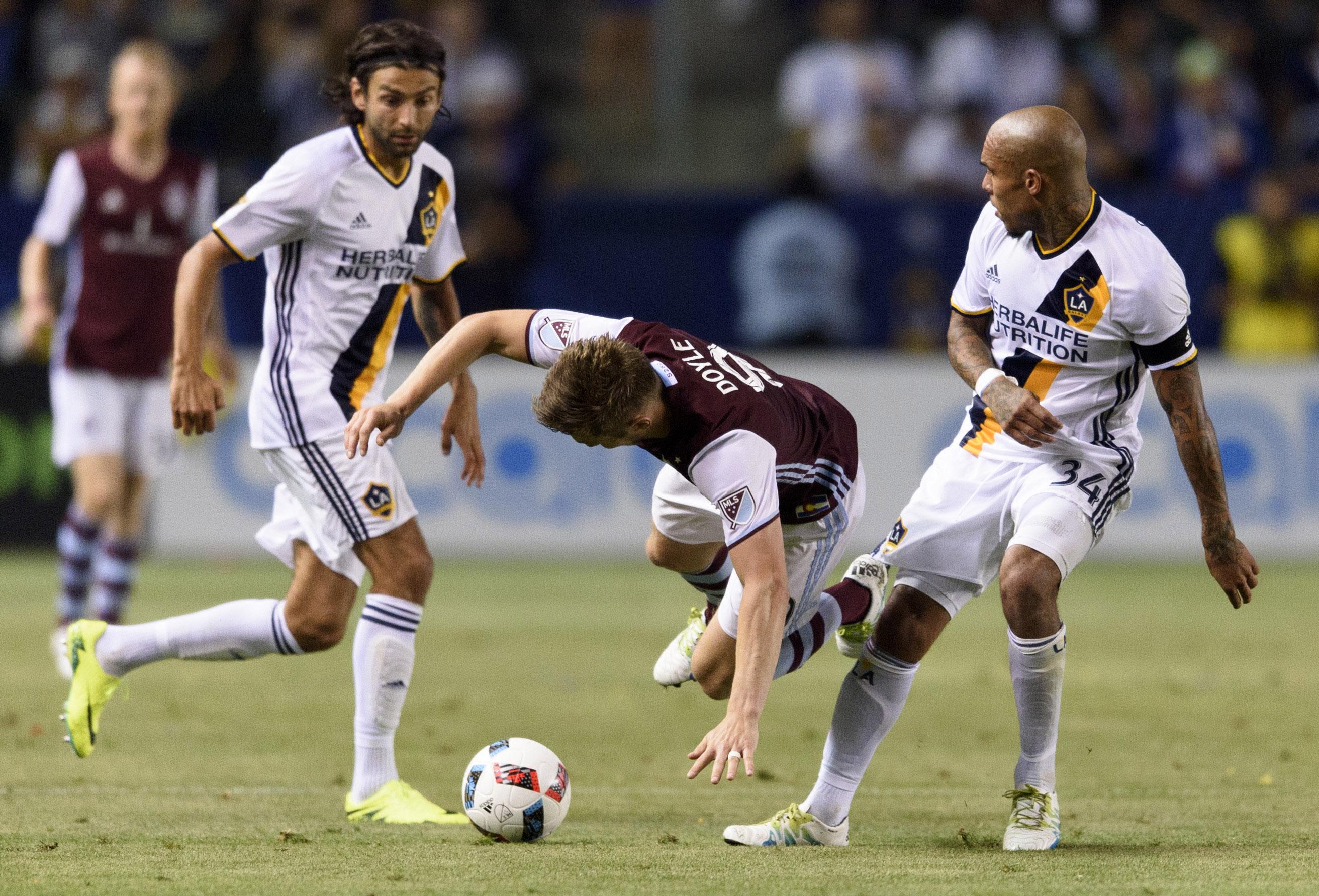 Doyle fighting DeYoung and Husidic for the ball.