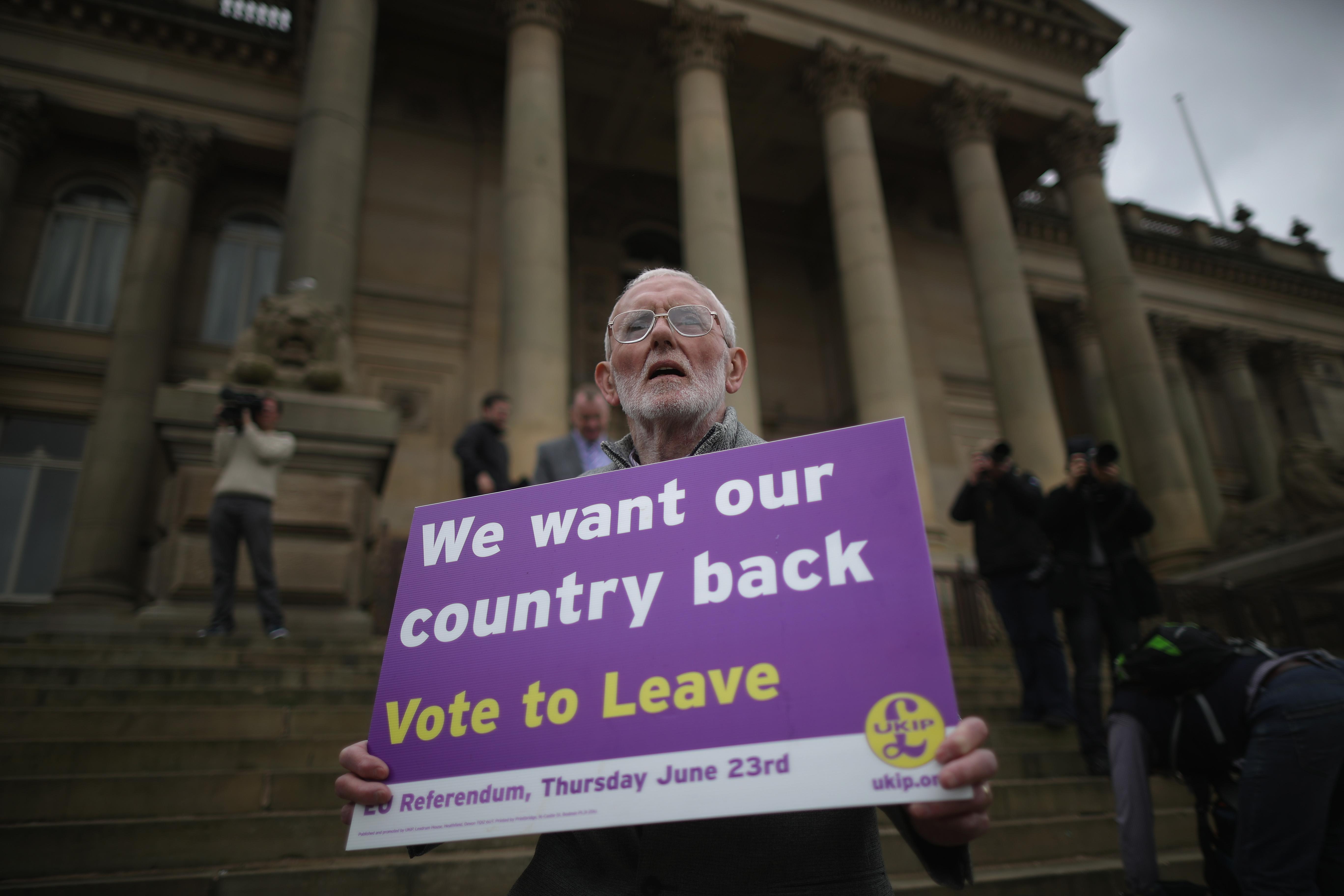 UKIP Referendum Bus Travels To South Yorkshire And Lancashire