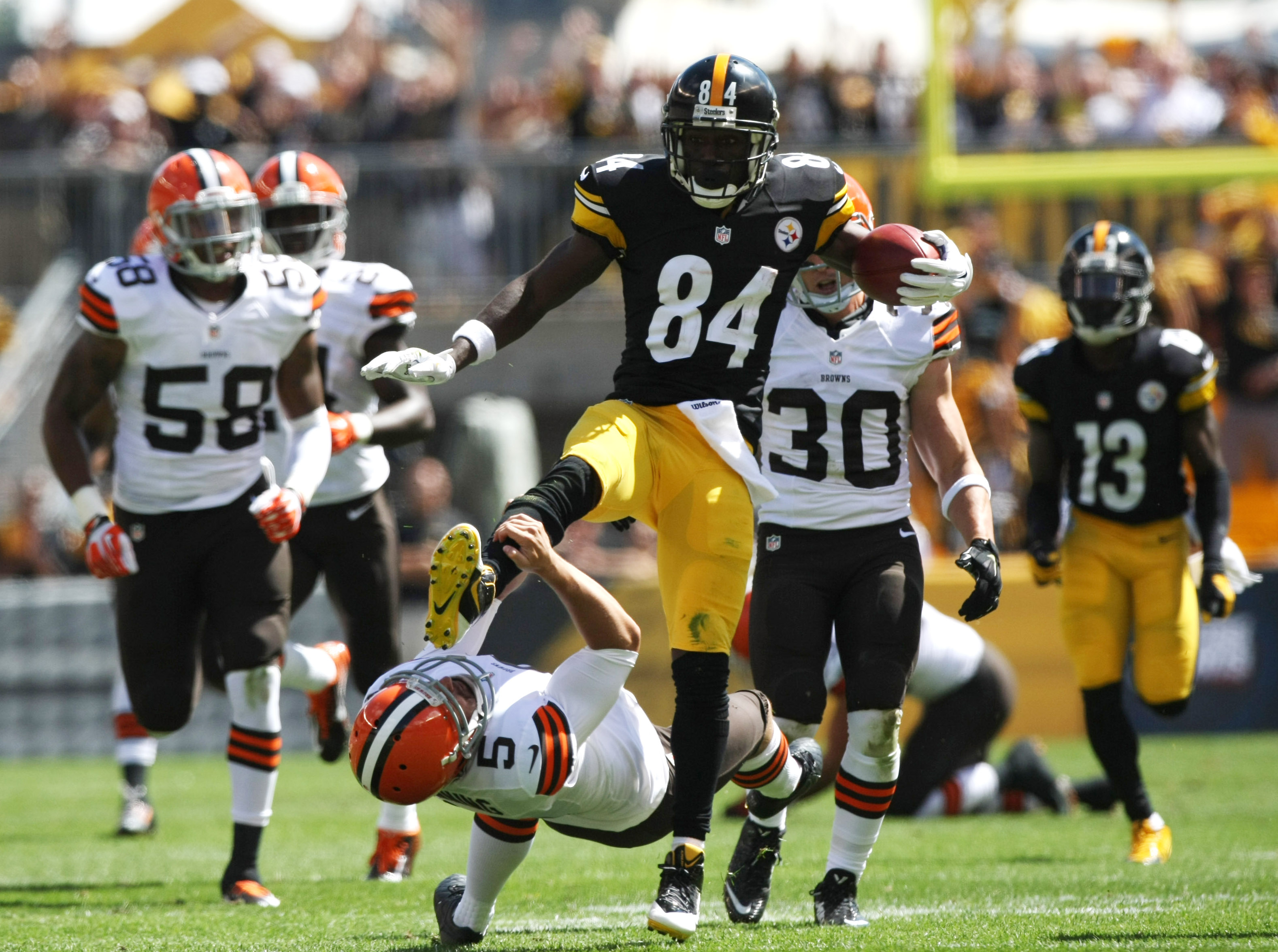 Steelers all-pro wideout Antonio Brown is at the top of nearly every fantasy football draft board for 2016.
