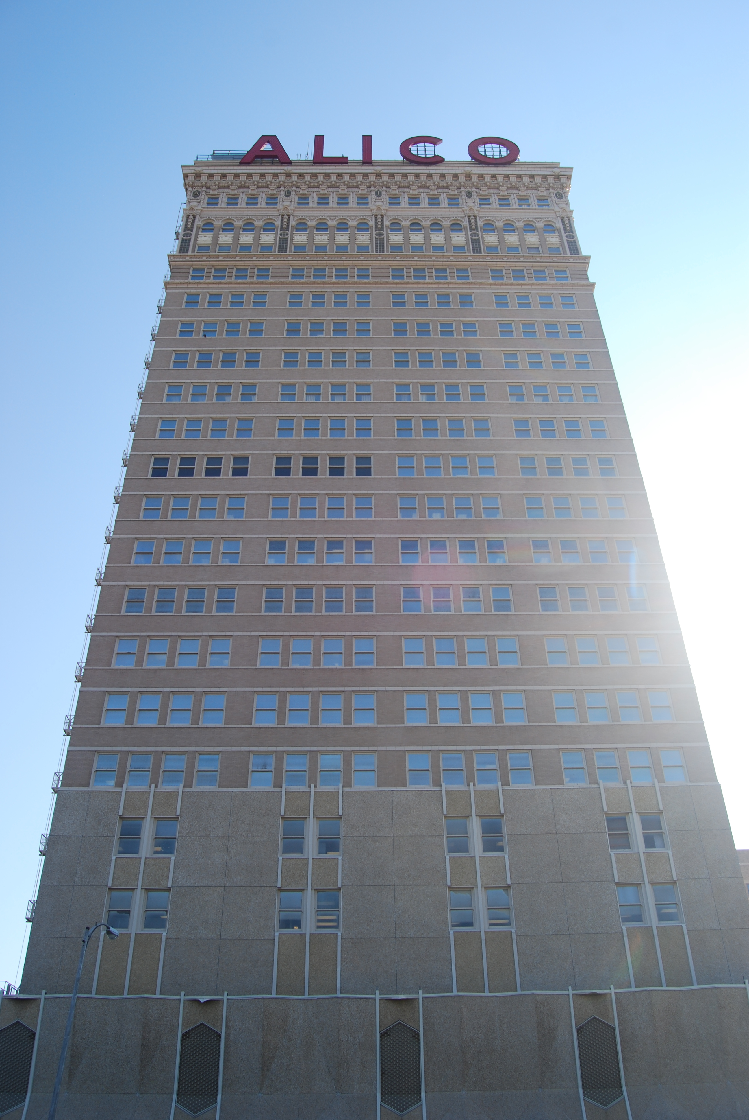 The ALICO Building towers over the Waco skies. Credit to Kimbo for the picture.